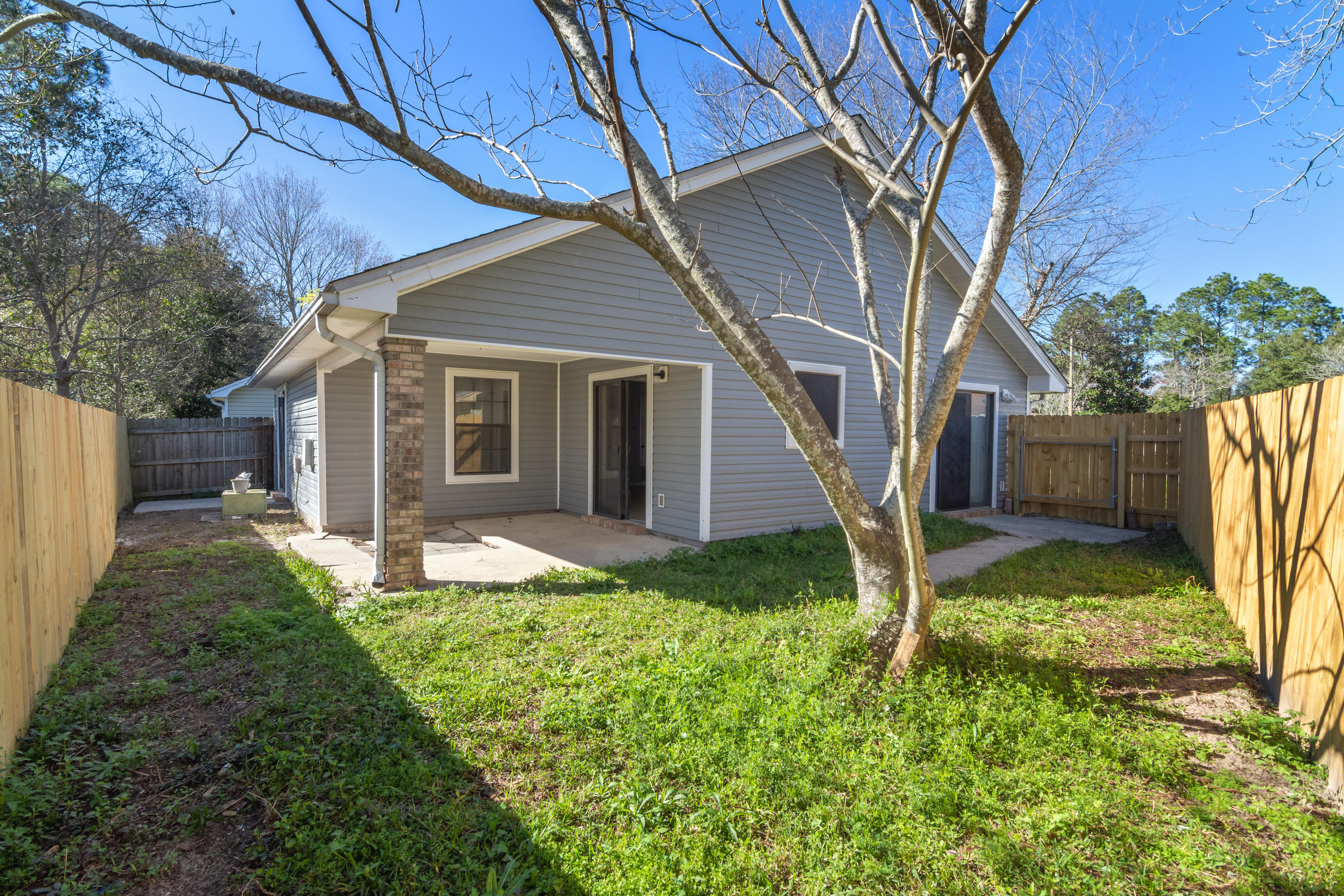 Photo of home for sale at 1919 Squirrel, Fort Walton Beach FL