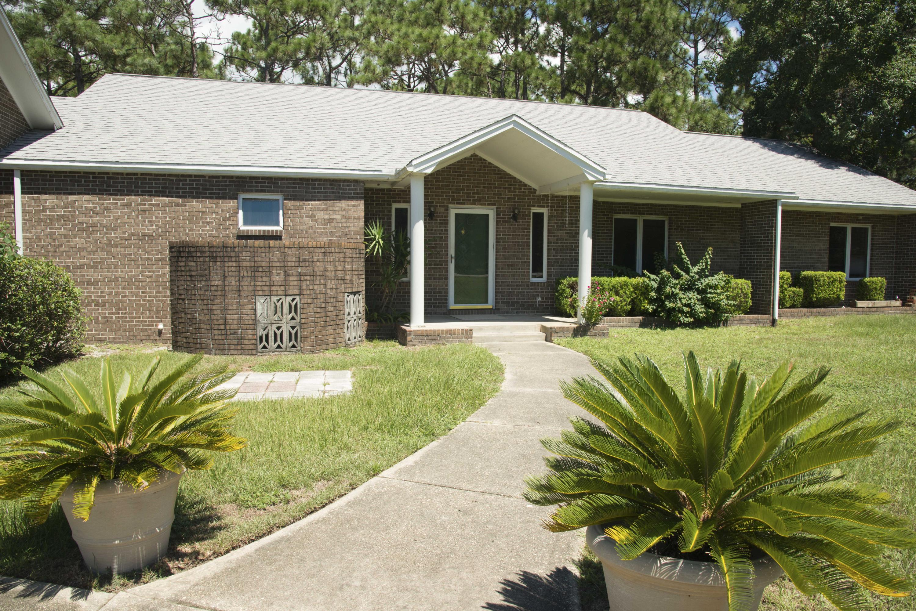 Photo of home for sale at 9550 Sunnybrook, Navarre FL