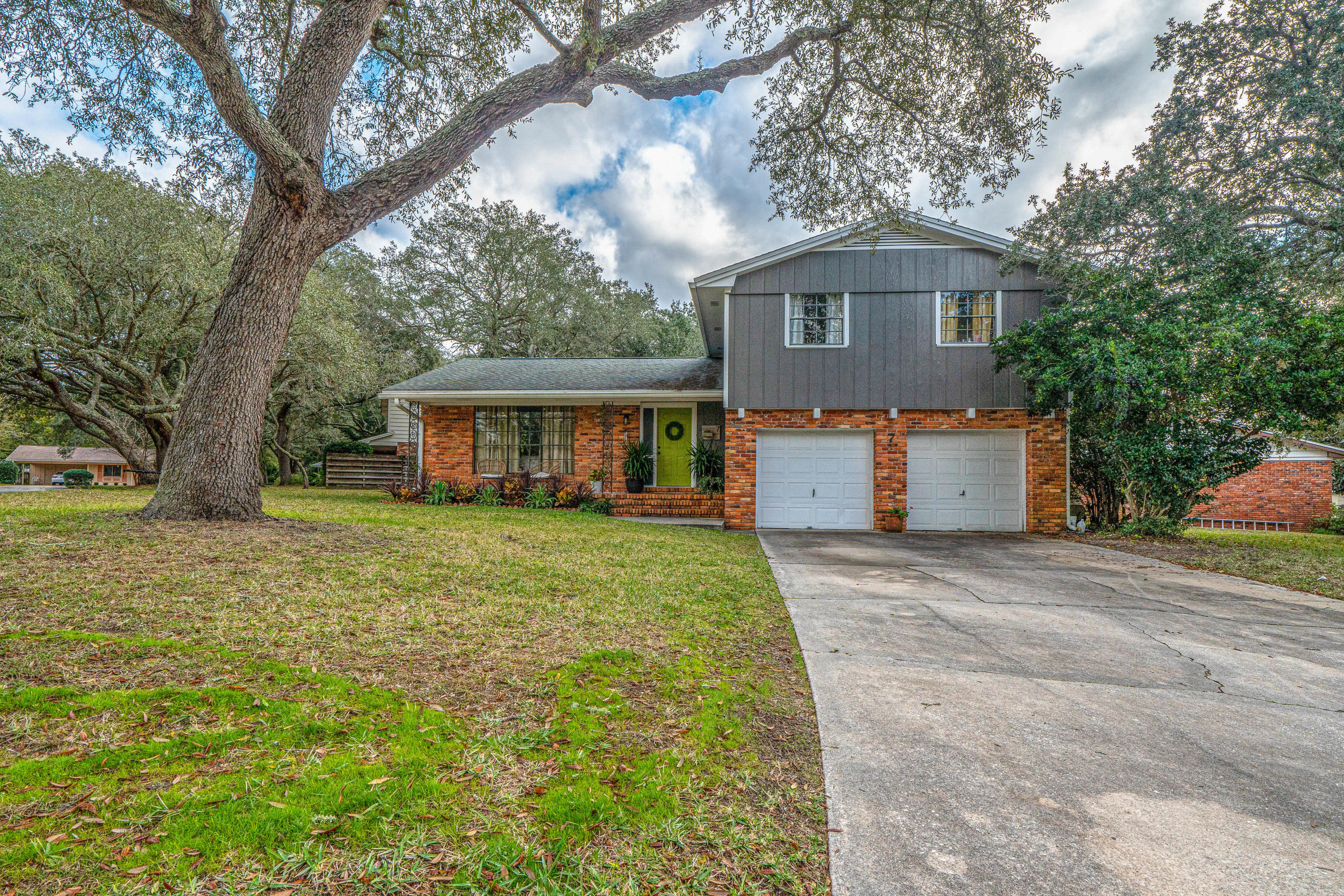 Beautiful updated home in the sought after neighborhood of Kenwood! Everything you need in a home! T
