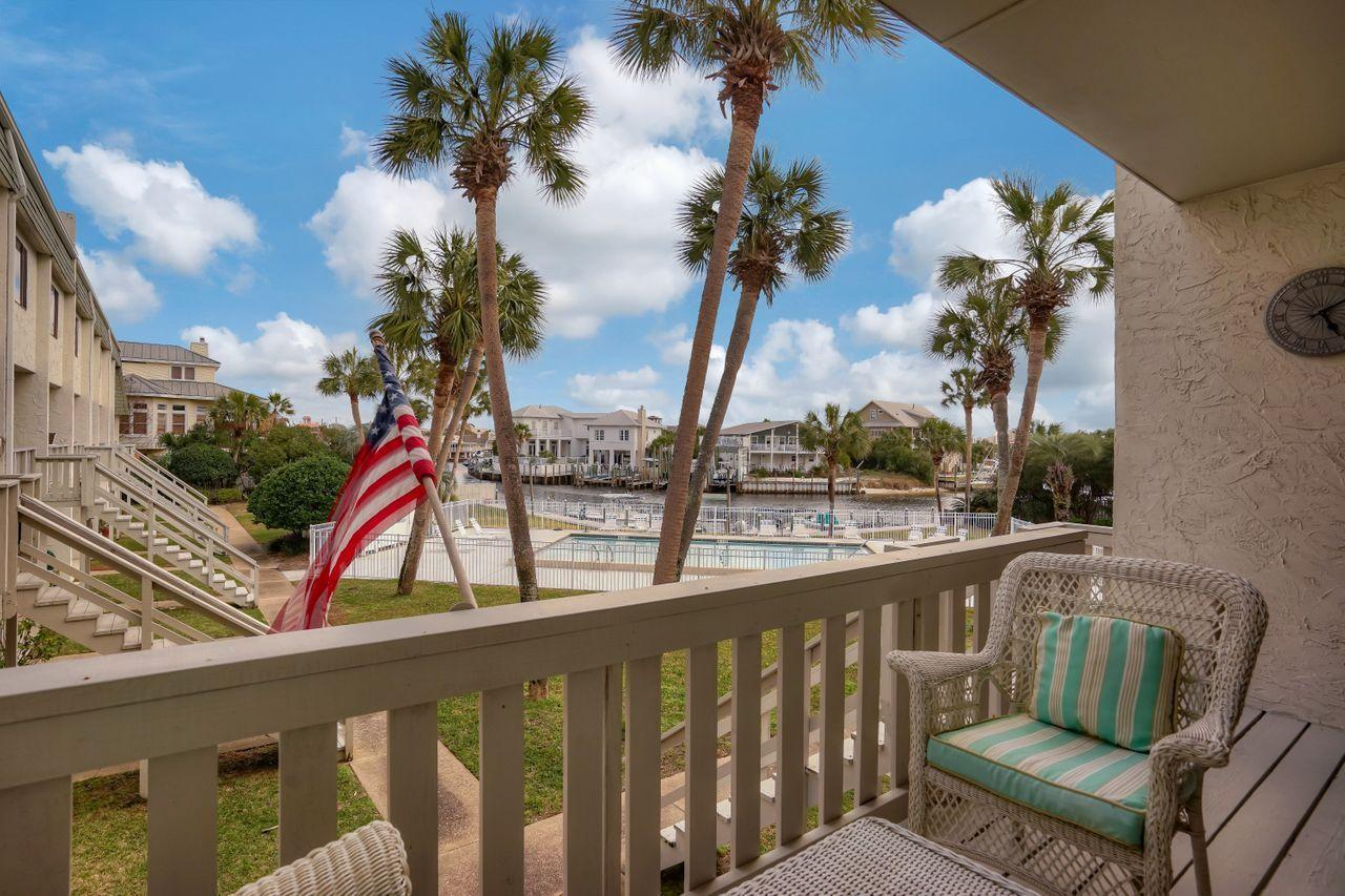 Photo of home for sale at 501 Gulf Shore, Destin FL