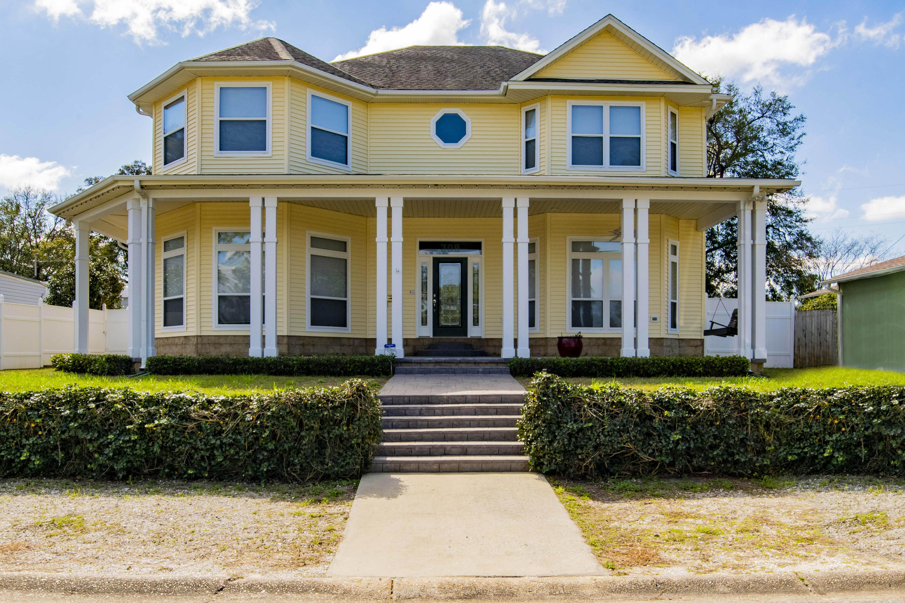 Photo of home for sale at 309 Syrcle, Pensacola FL