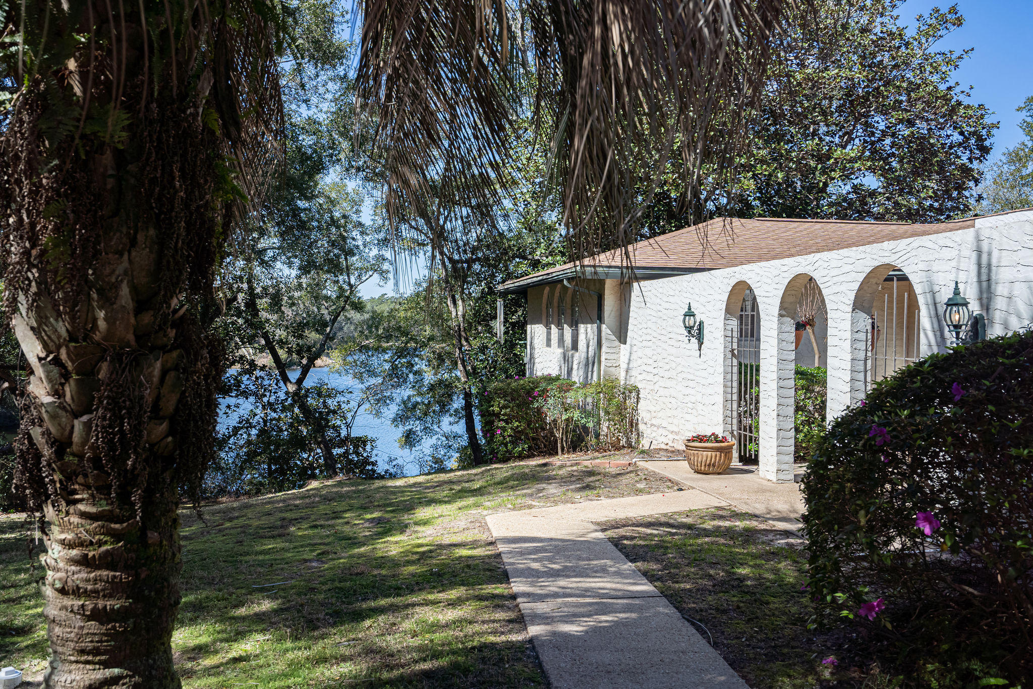 Photo of home for sale at 107 Kathy, Freeport FL