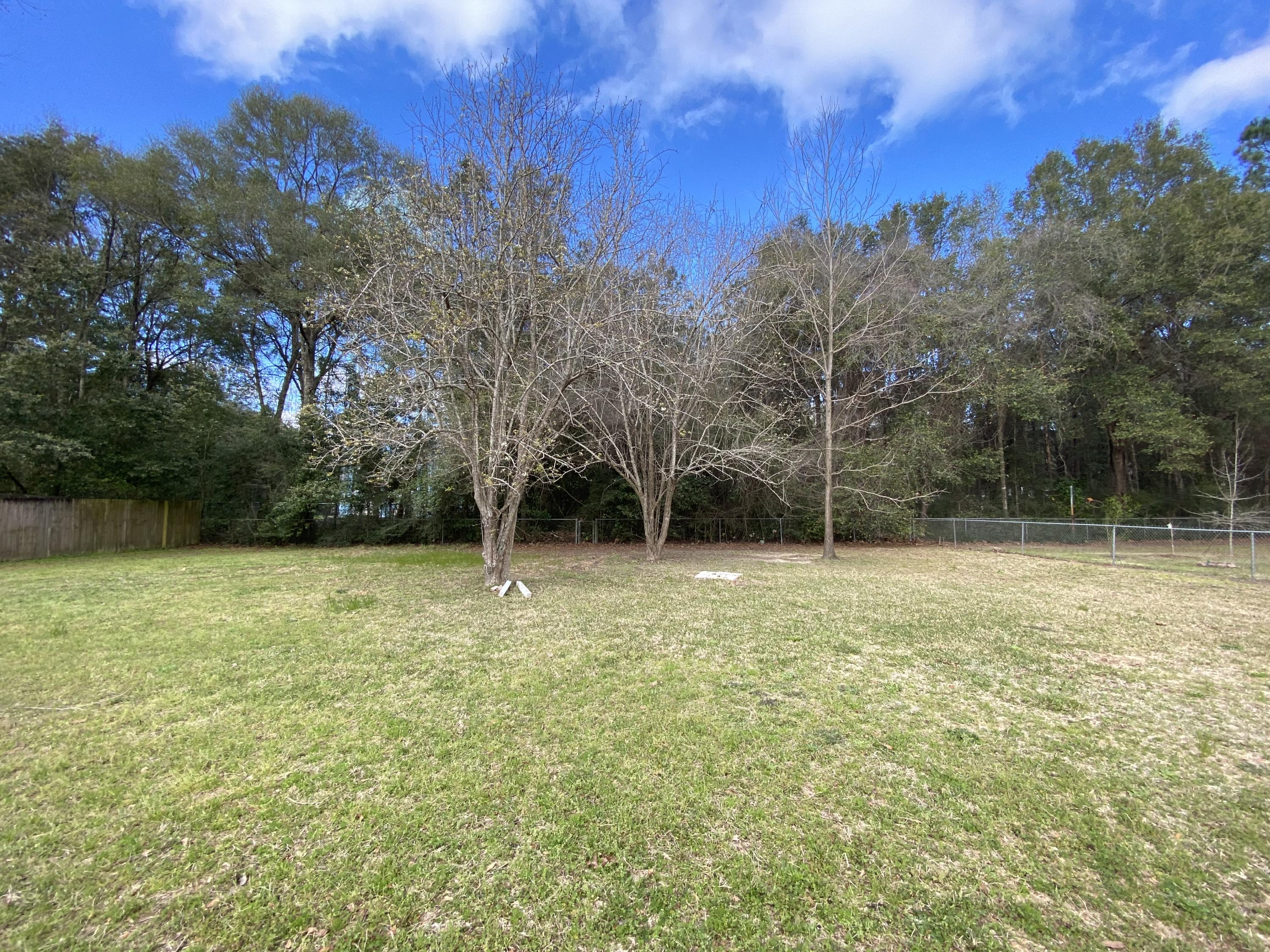 Photo of home for sale at 1211 Sunshine, Crestview FL