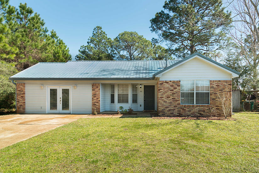 Photo of home for sale at 406 Rosewood, Mary Esther FL