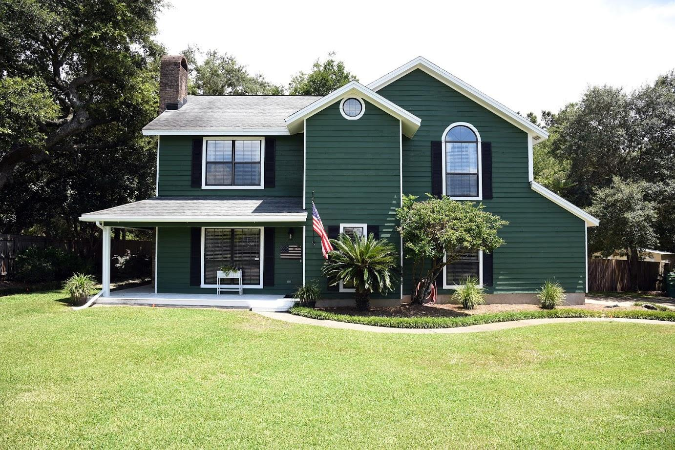 Photo of home for sale at 1006 Ridgewood, Niceville FL
