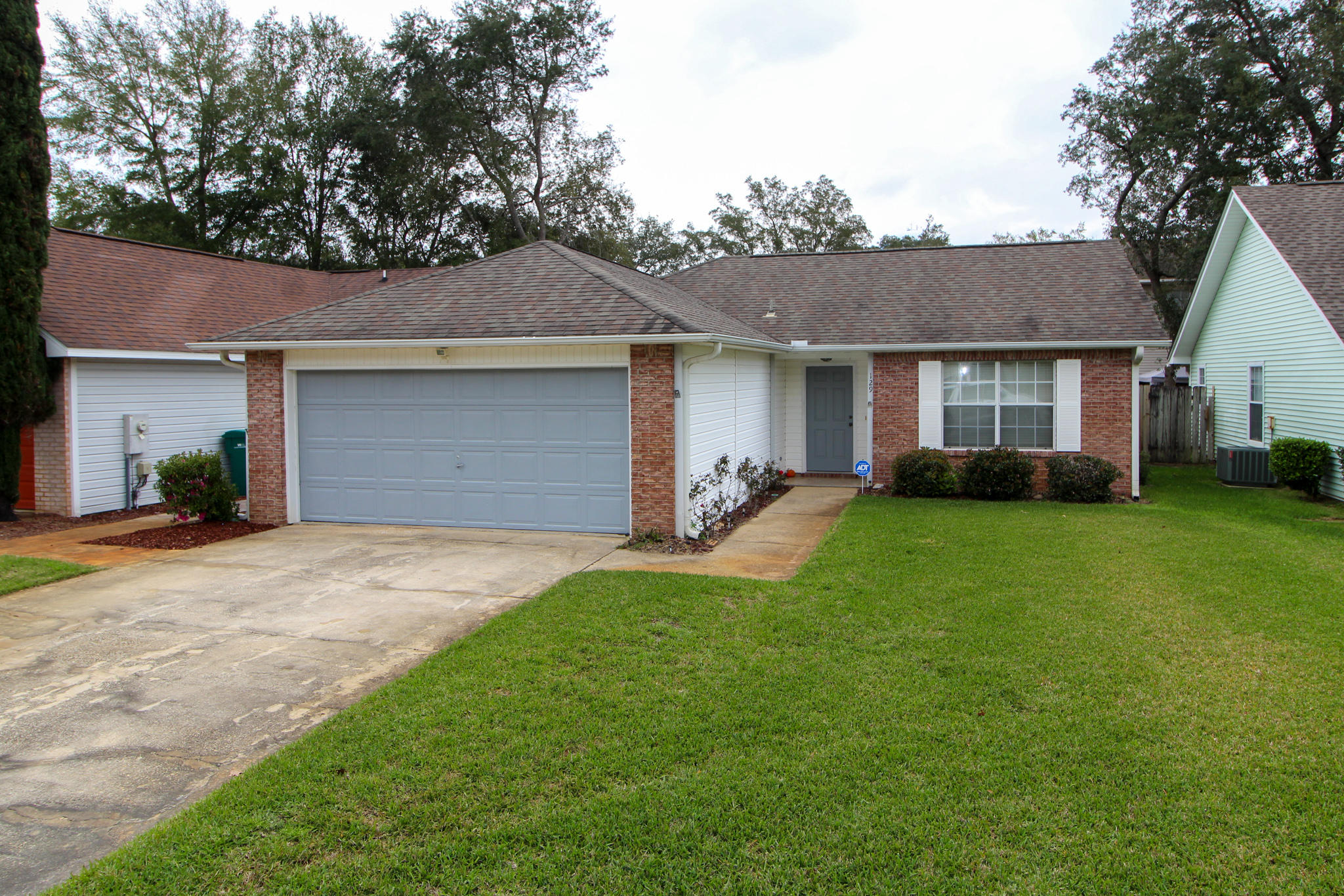 Photo of home for sale at 129 Wright, Niceville FL