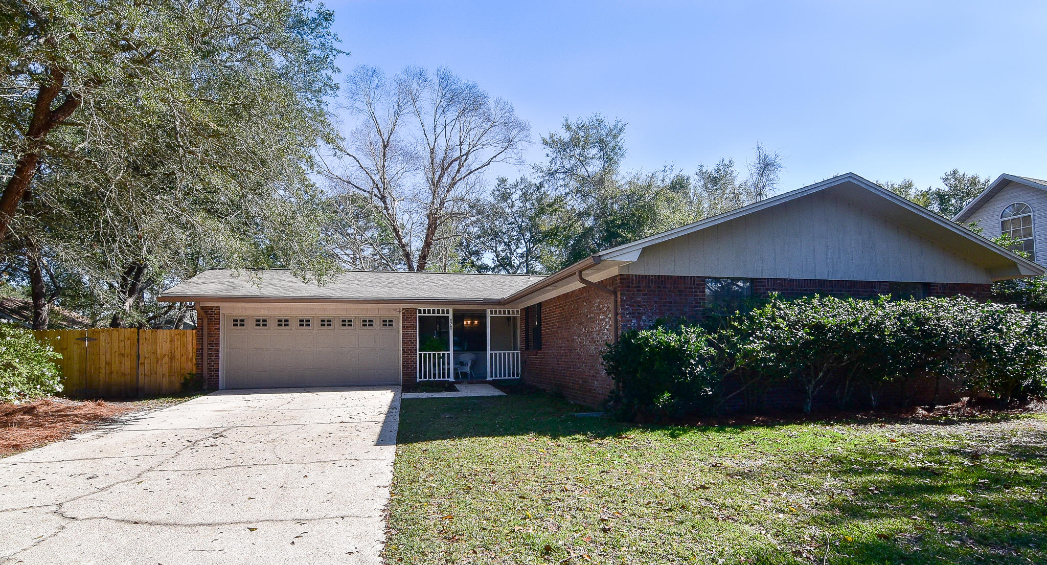 Photo of home for sale at 628 Caribbean, Niceville FL