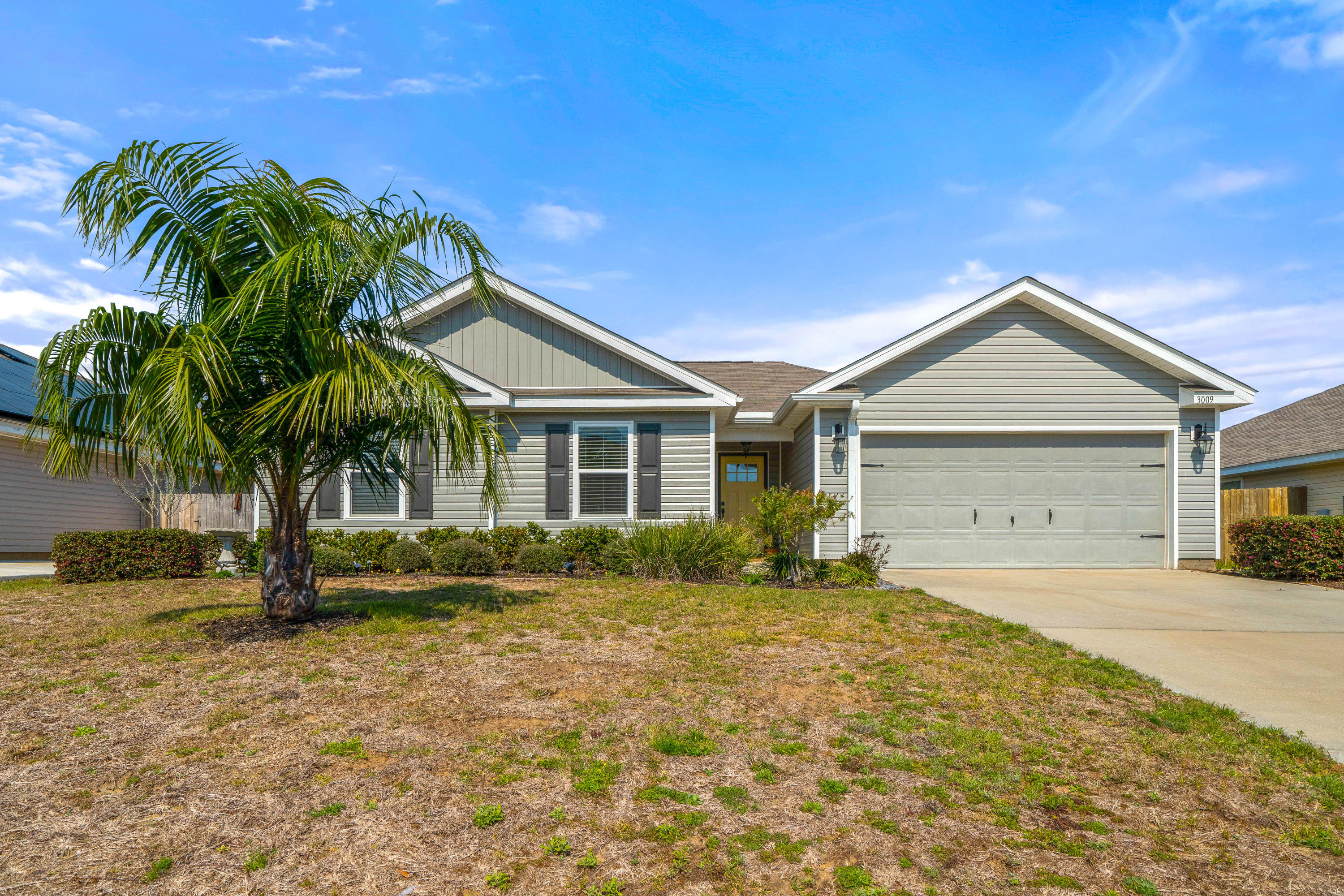 Photo of home for sale at 3009 Raven, Crestview FL