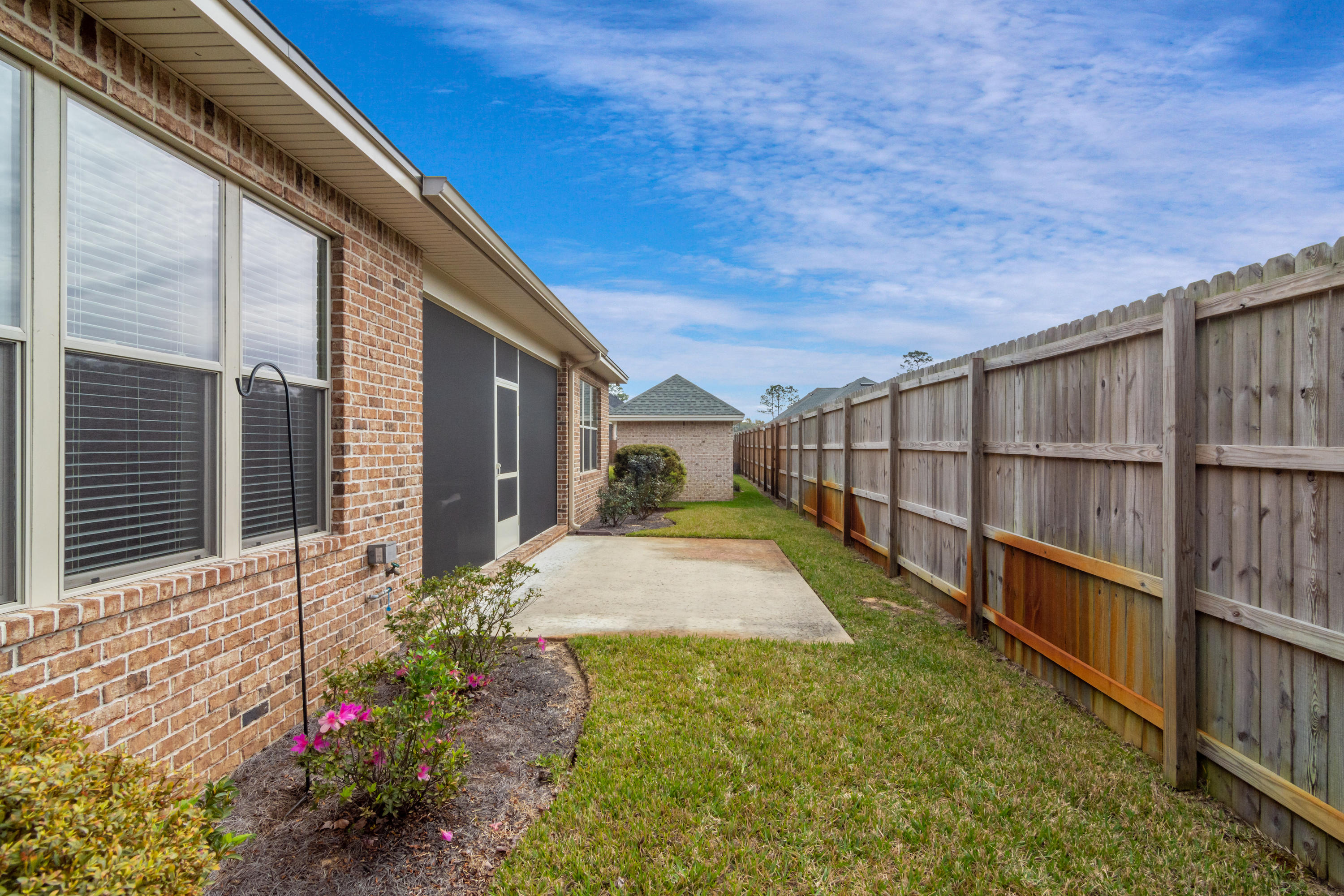 Photo of home for sale at 615 Tulip Tree, Niceville FL