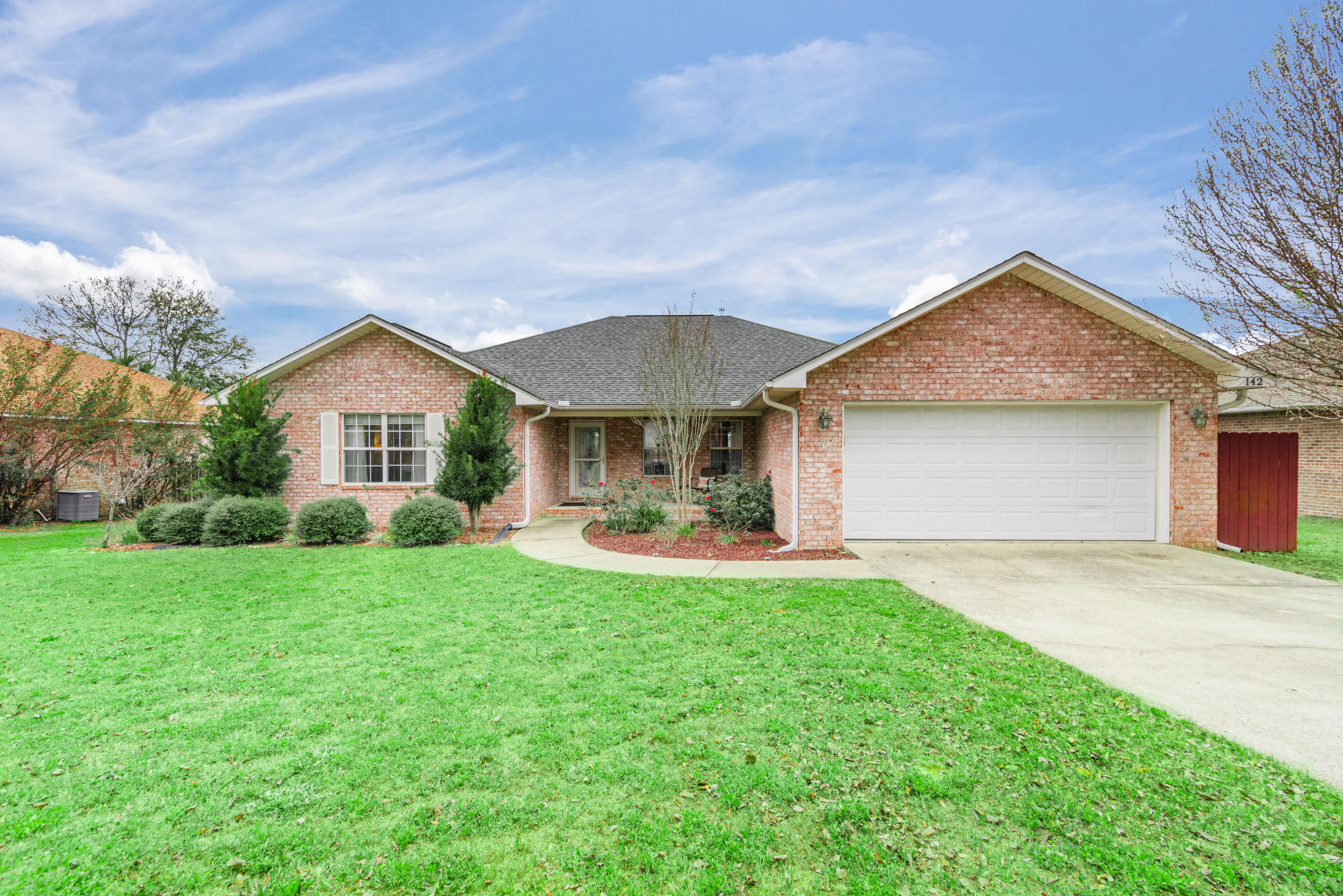 Photo of home for sale at 142 Conquest, Crestview FL