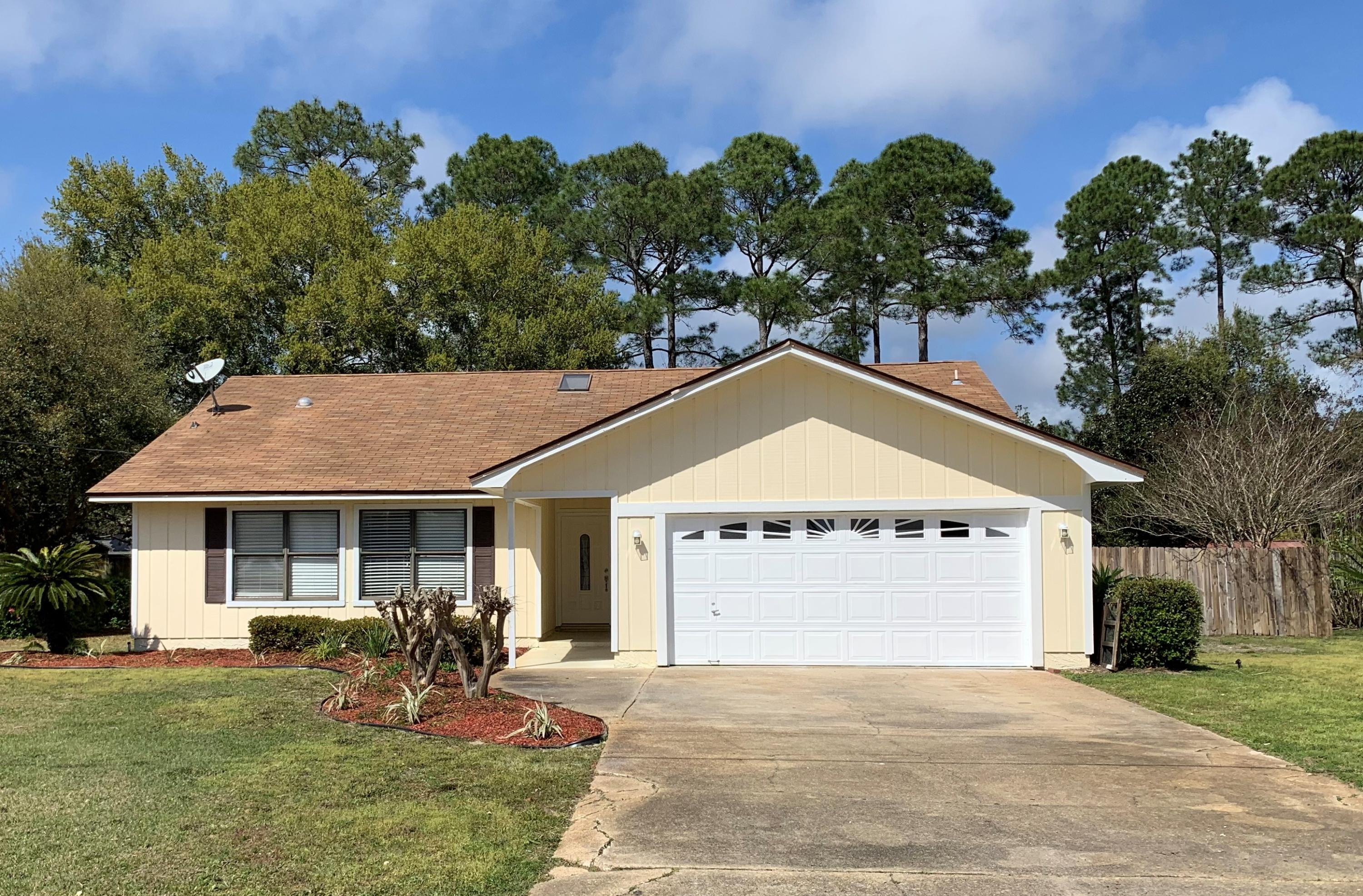 Photo of home for sale at 6896 Flintwood, Navarre FL