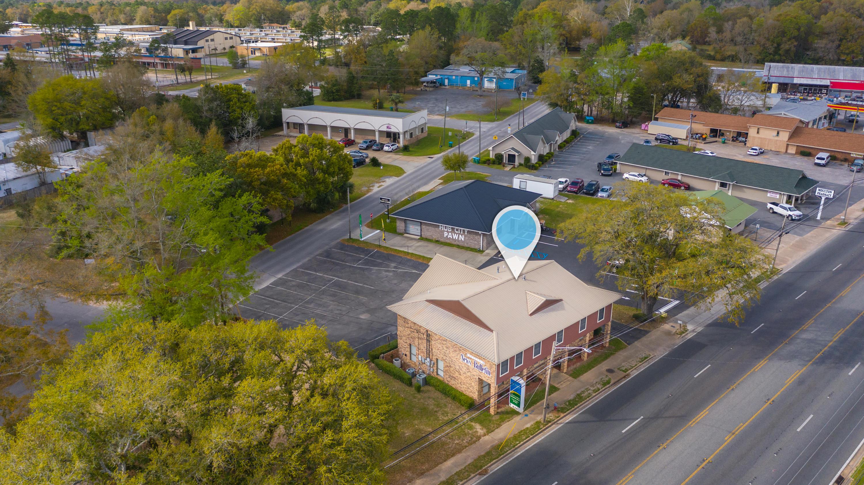 Photo of home for sale at 638 Ferdon, Crestview FL
