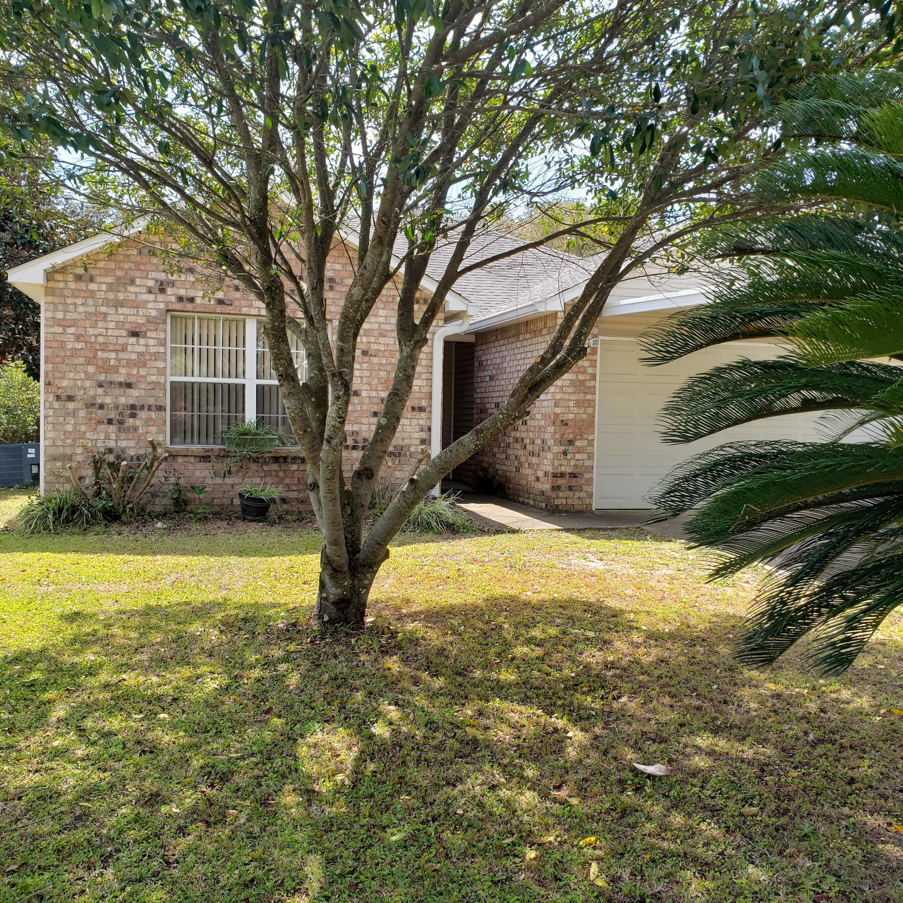 Photo of home for sale at 7 Newcastle, Fort Walton Beach FL