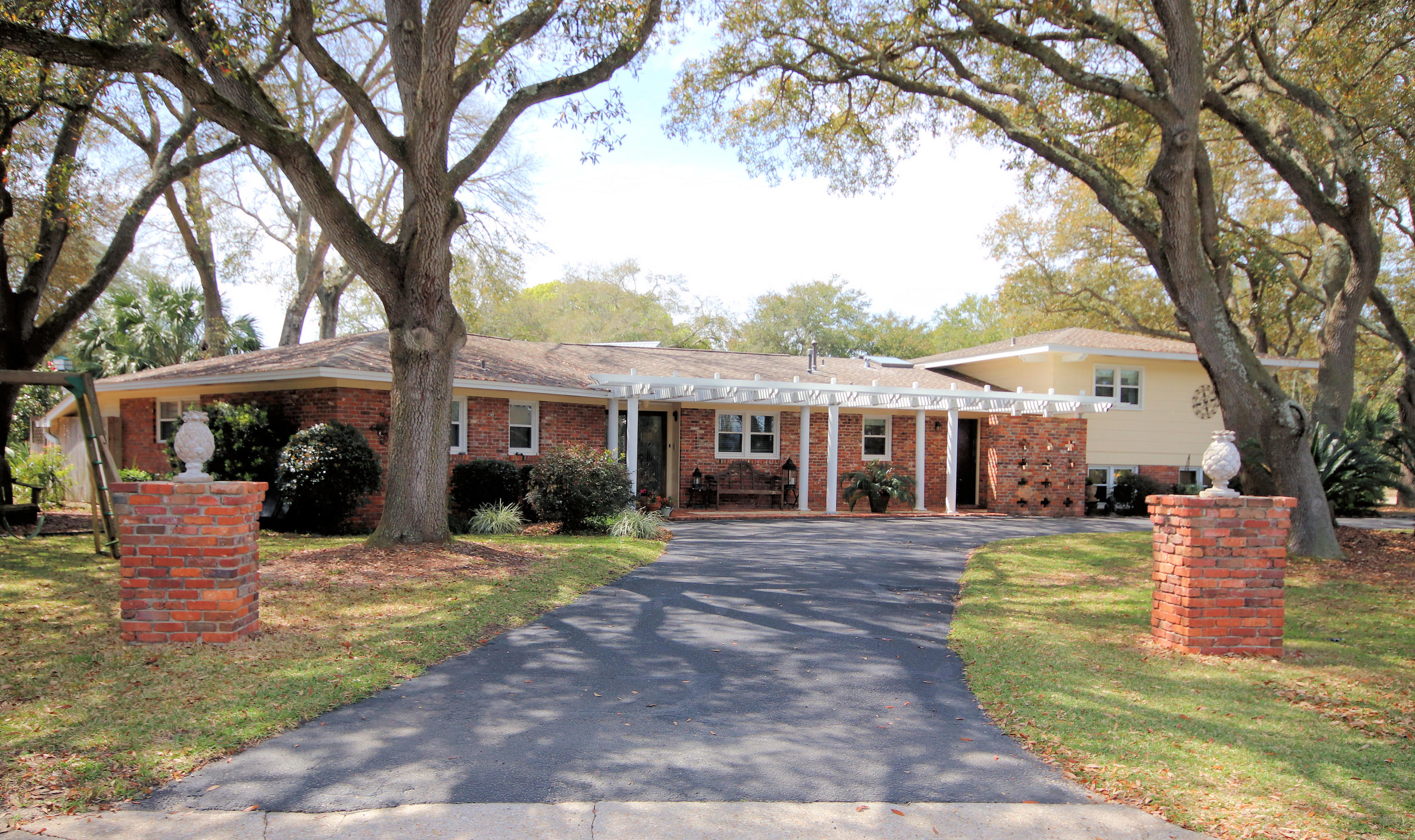 Photo of home for sale at 335 Sudduth, Fort Walton Beach FL