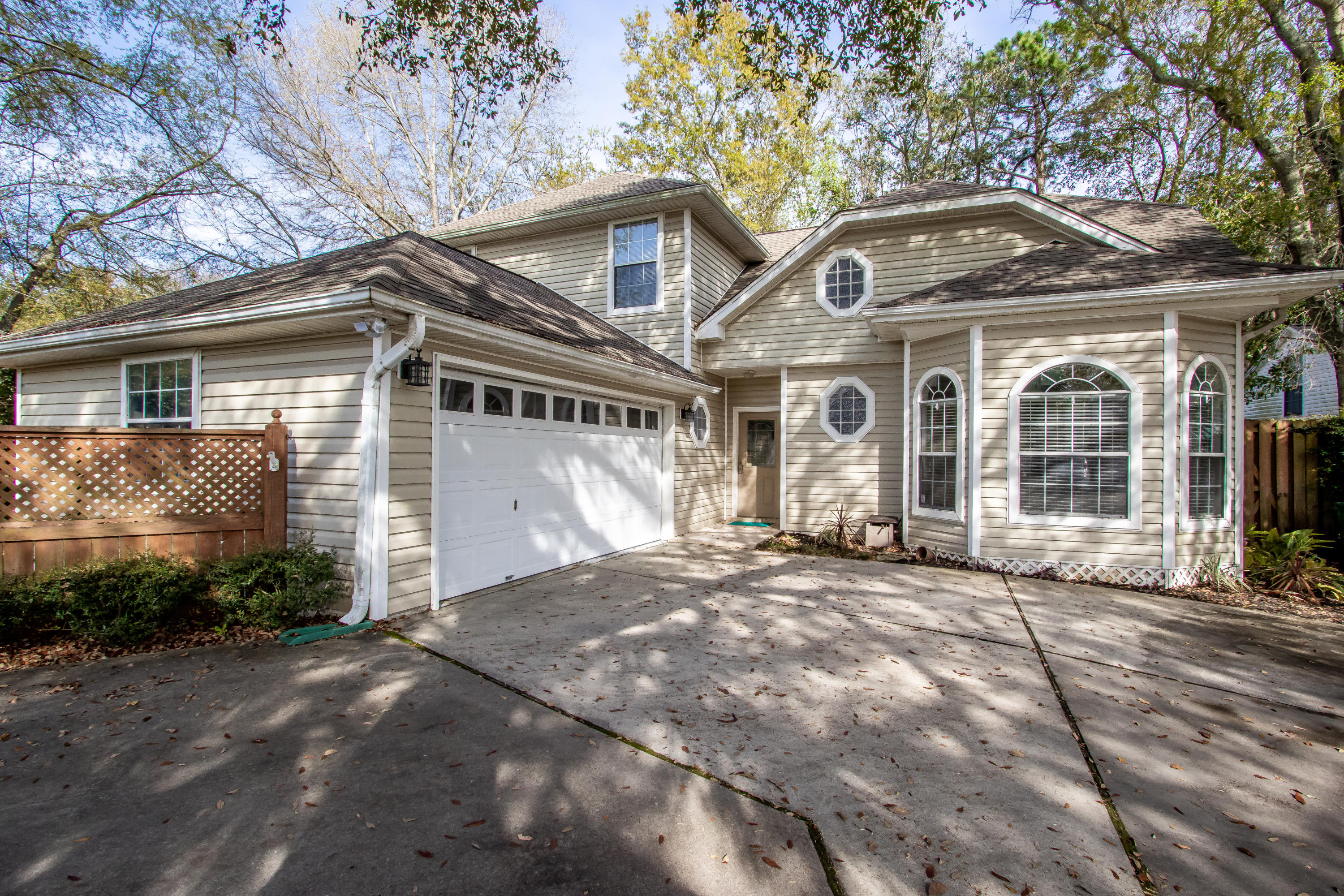 Photo of home for sale at 2 Islandview, Mary Esther FL
