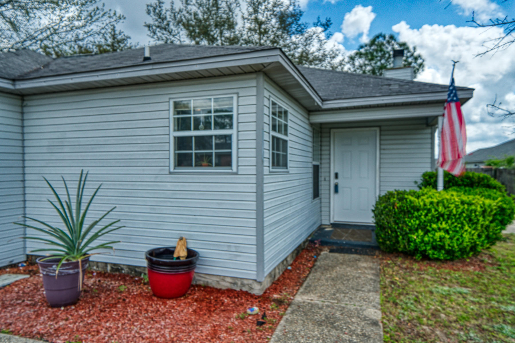 Photo of home for sale at 106 Wild Horse, Crestview FL