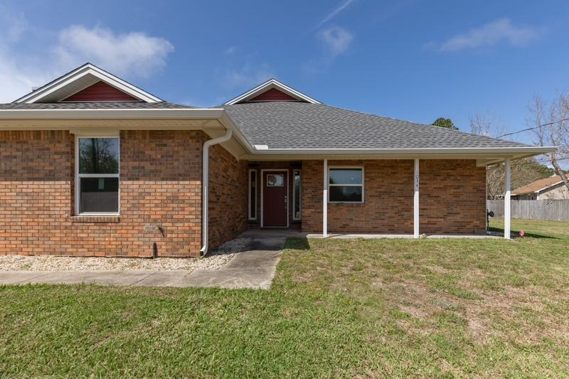 Photo of home for sale at 1034 Quail Hollow, Mary Esther FL