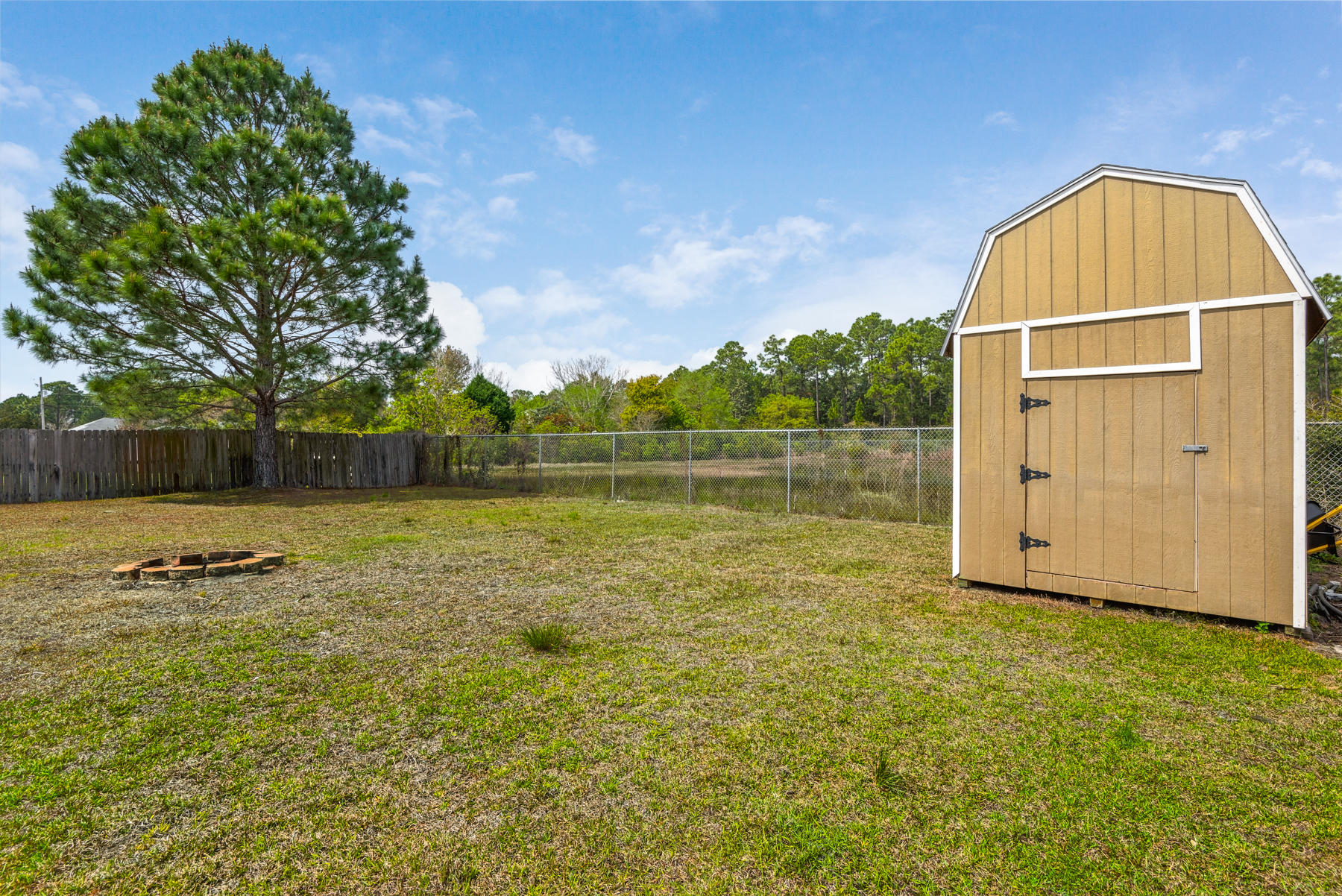 Photo of home for sale at 8232 Hartington, Navarre FL