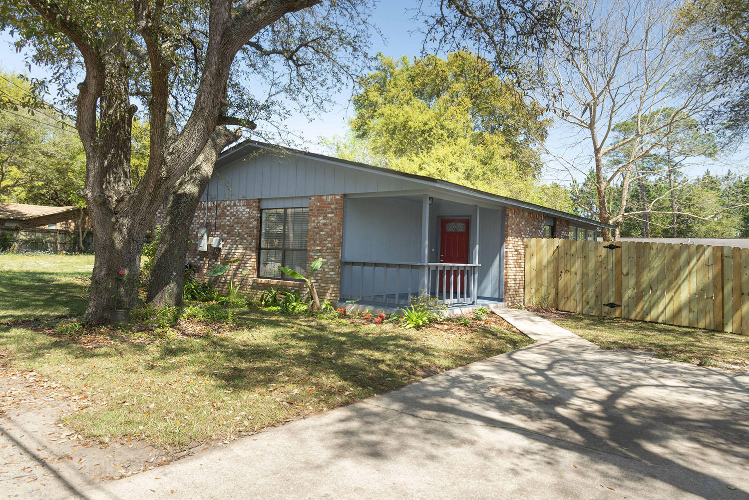 Photo of home for sale at 912 Al Hammet, Mary Esther FL