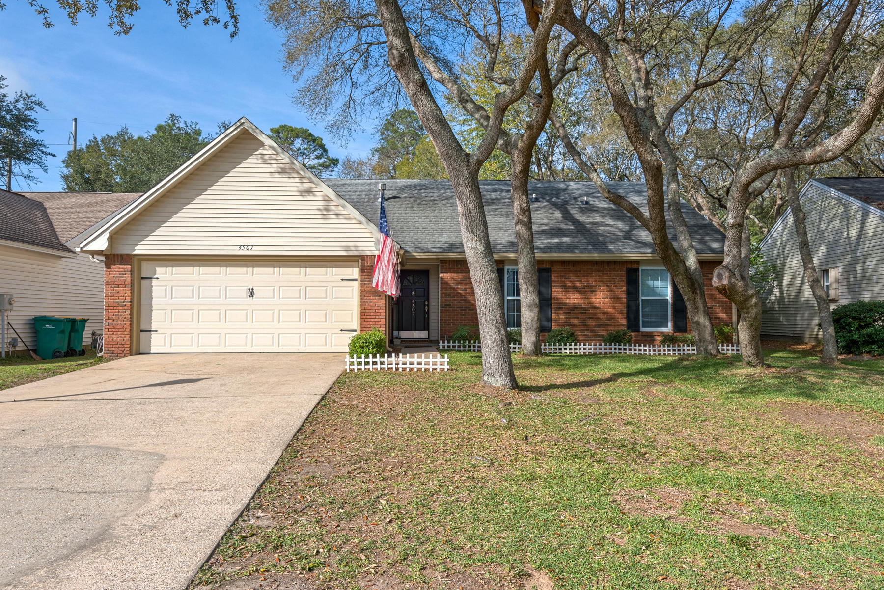 Photo of home for sale at 4507 Parkwood, Niceville FL