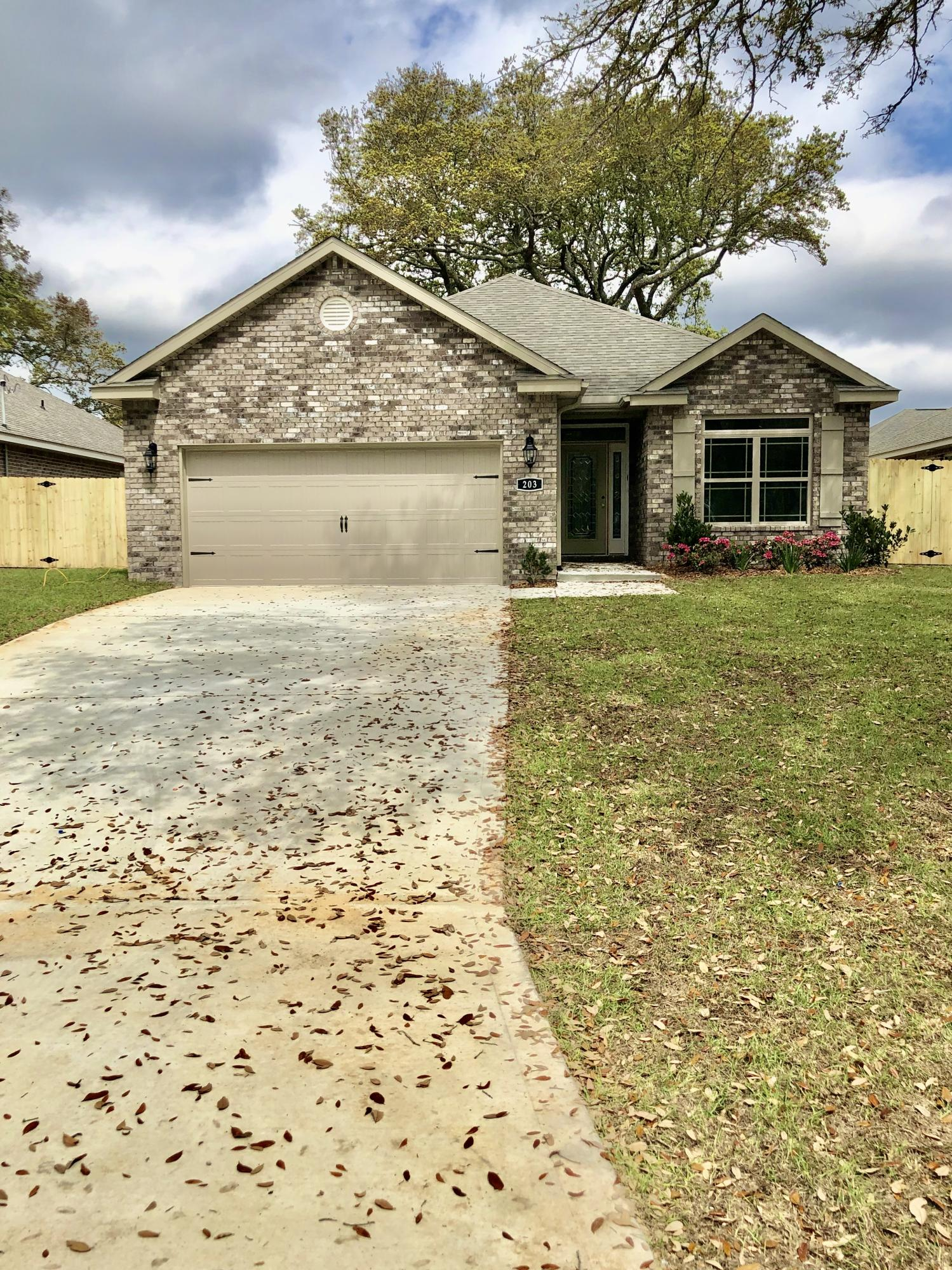 Photo of home for sale at 203 Doyce, Fort Walton Beach FL