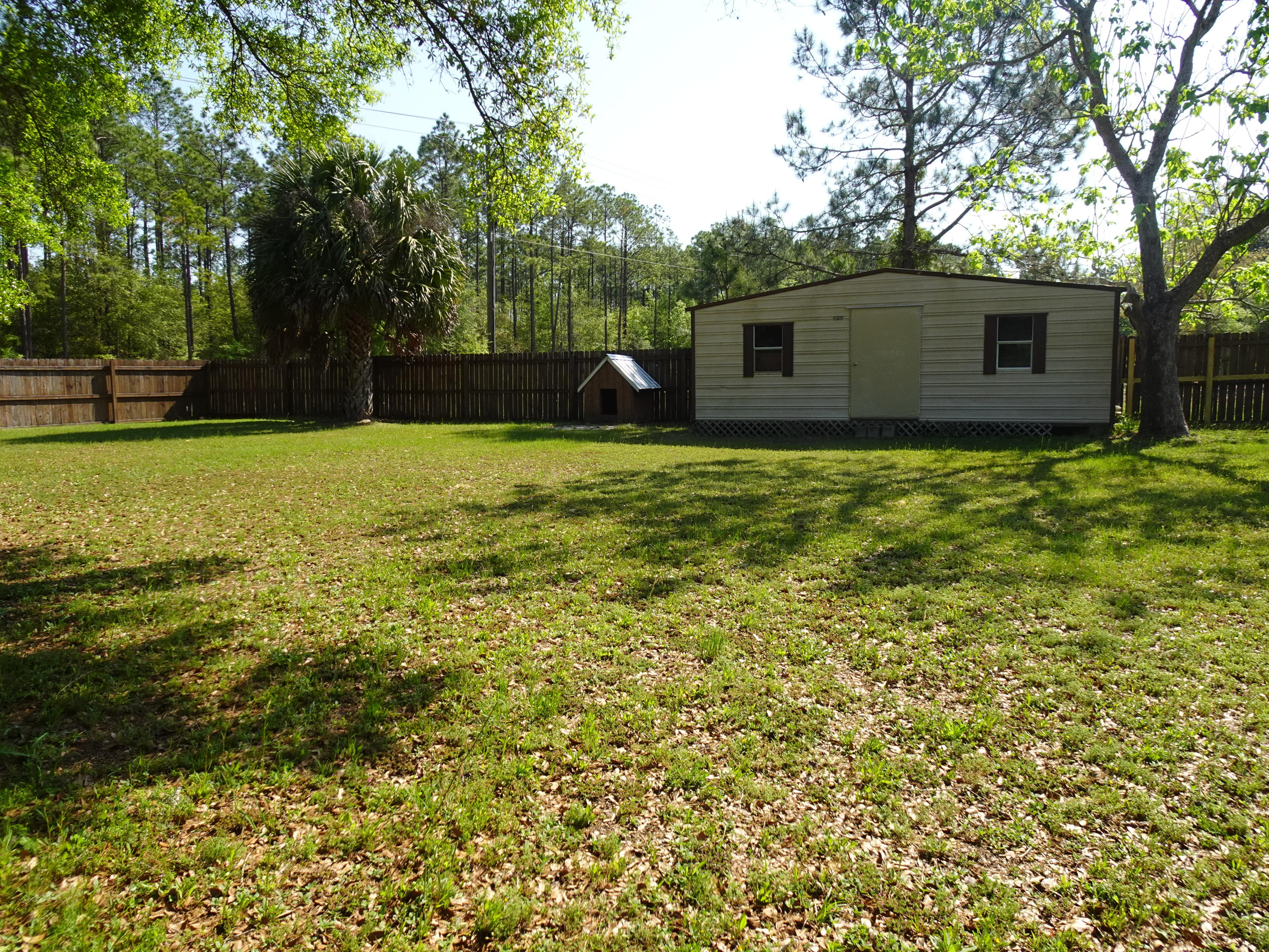 Photo of home for sale at 900 Twin Lakes, Defuniak Springs FL