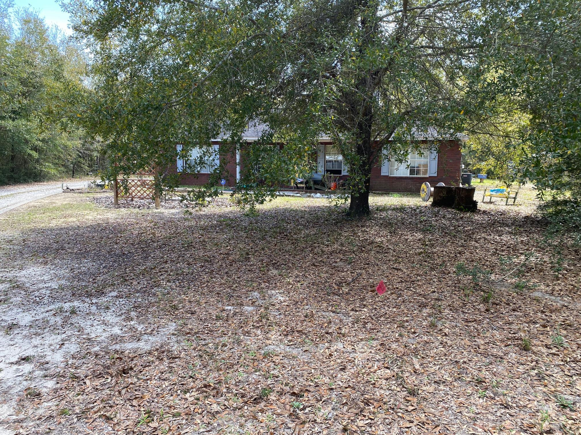 Photo of home for sale at 5571 Harbour Oaks, Milton FL