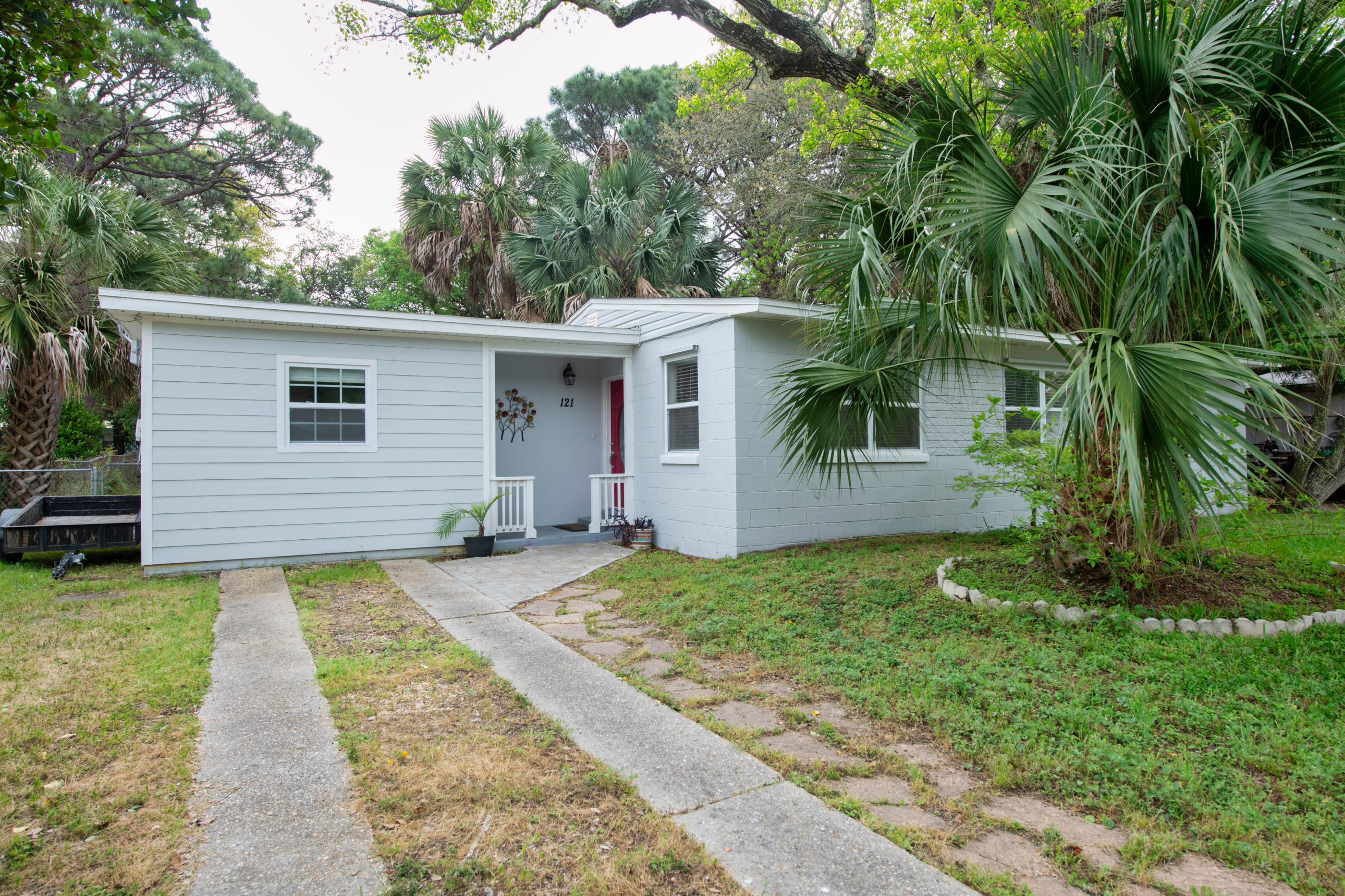 Photo of home for sale at 121 3rd, Fort Walton Beach FL