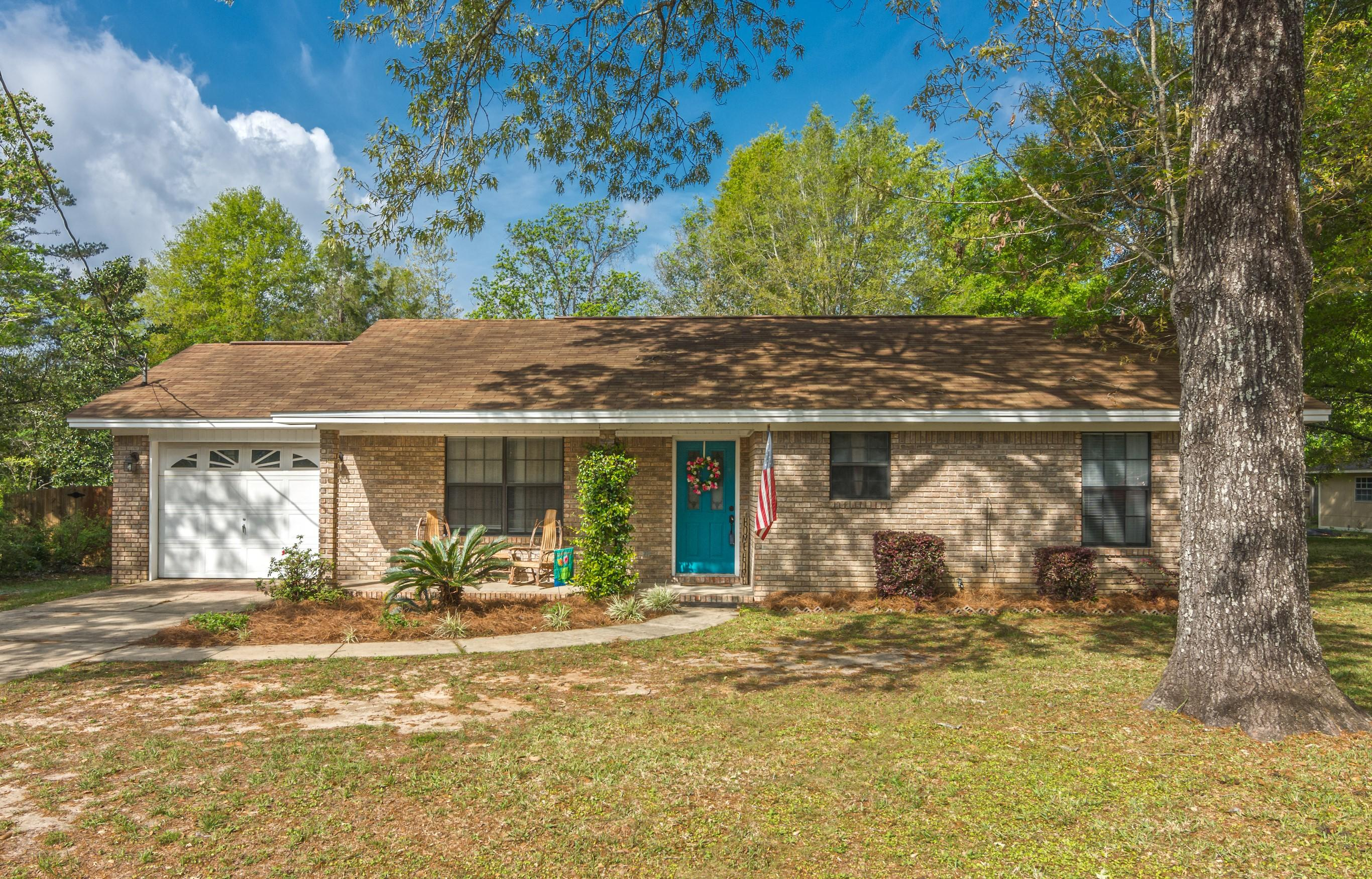 Photo of home for sale at 2196 Pearl, Crestview FL