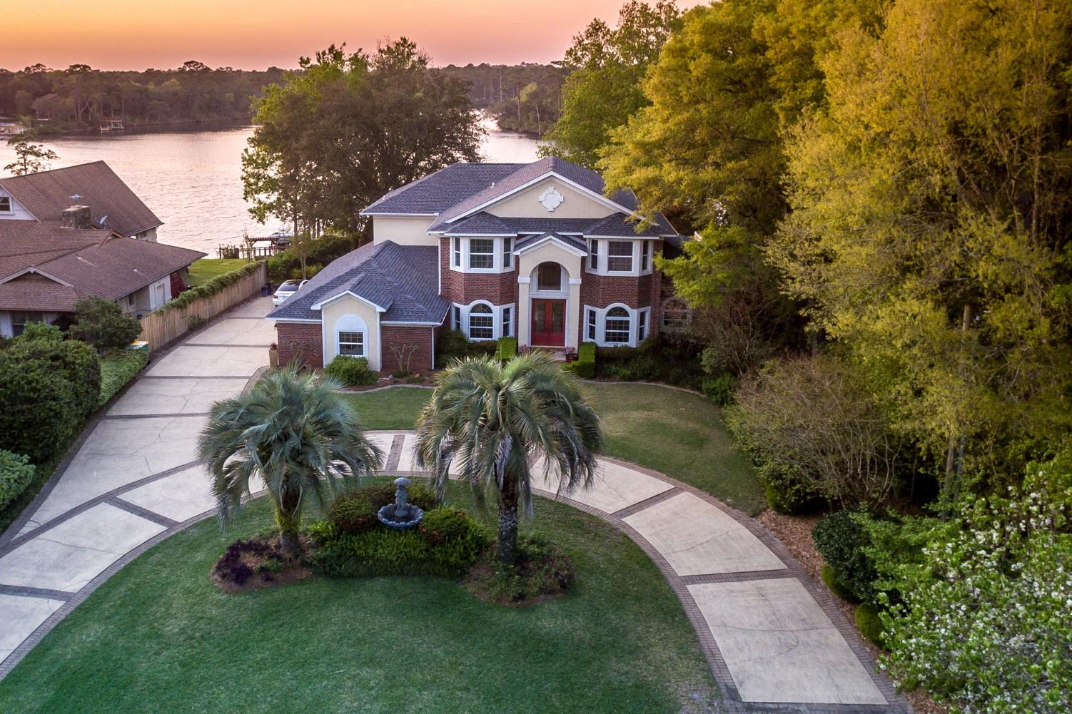 1009  Lake Drive, Niceville, Florida