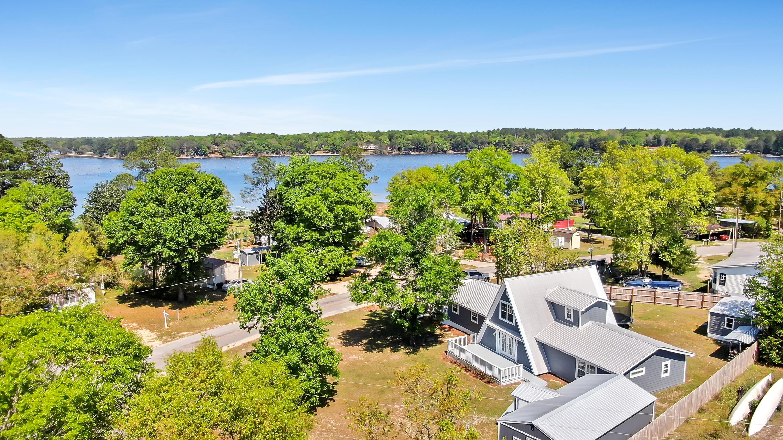 Photo of home for sale at 274 Vanderheide, Defuniak Springs FL
