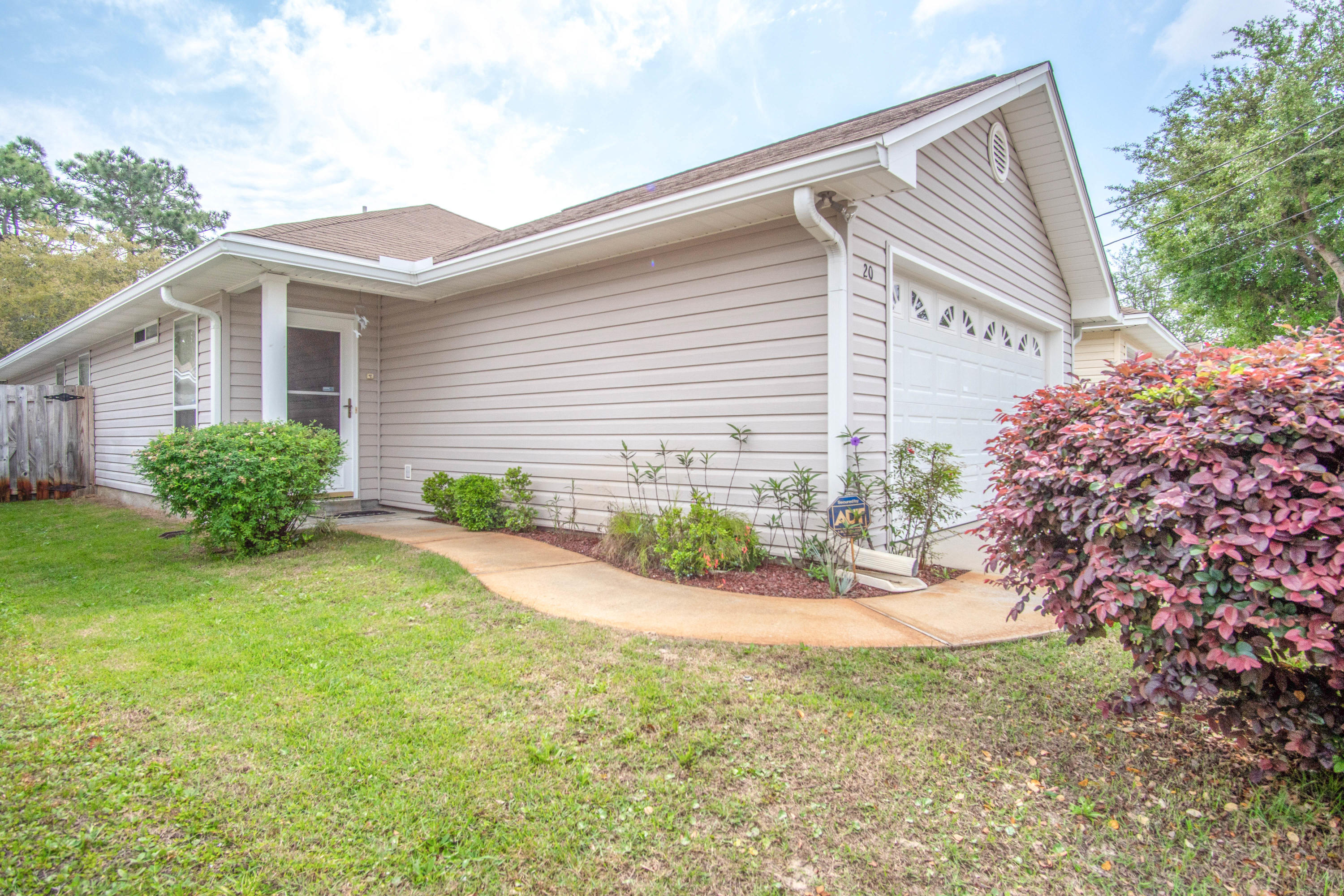 Photo of home for sale at 20 2nd, Shalimar FL