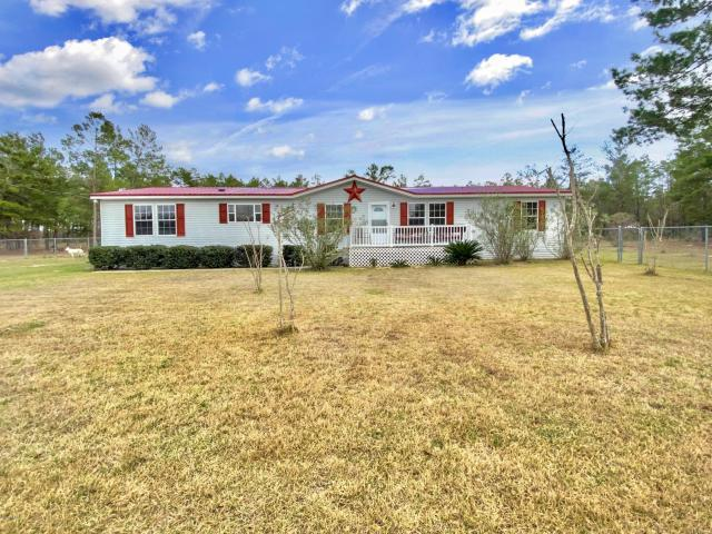 Photo of home for sale at 6525 Highway 77, Chipley FL
