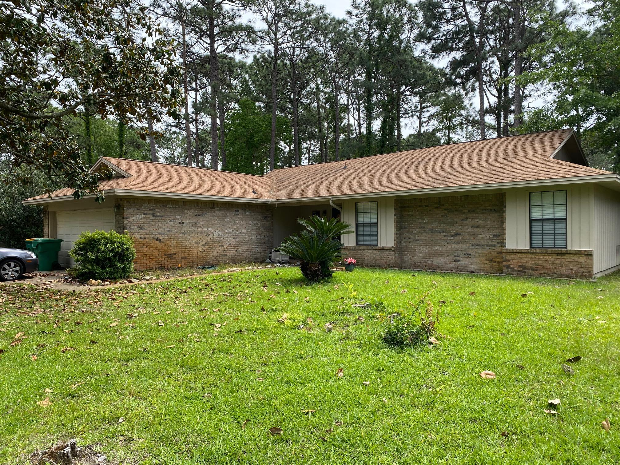 Photo of home for sale at 1155 Muirfield, Niceville FL