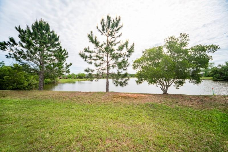 Photo of home for sale at 5707 Highland Lake, Milton FL