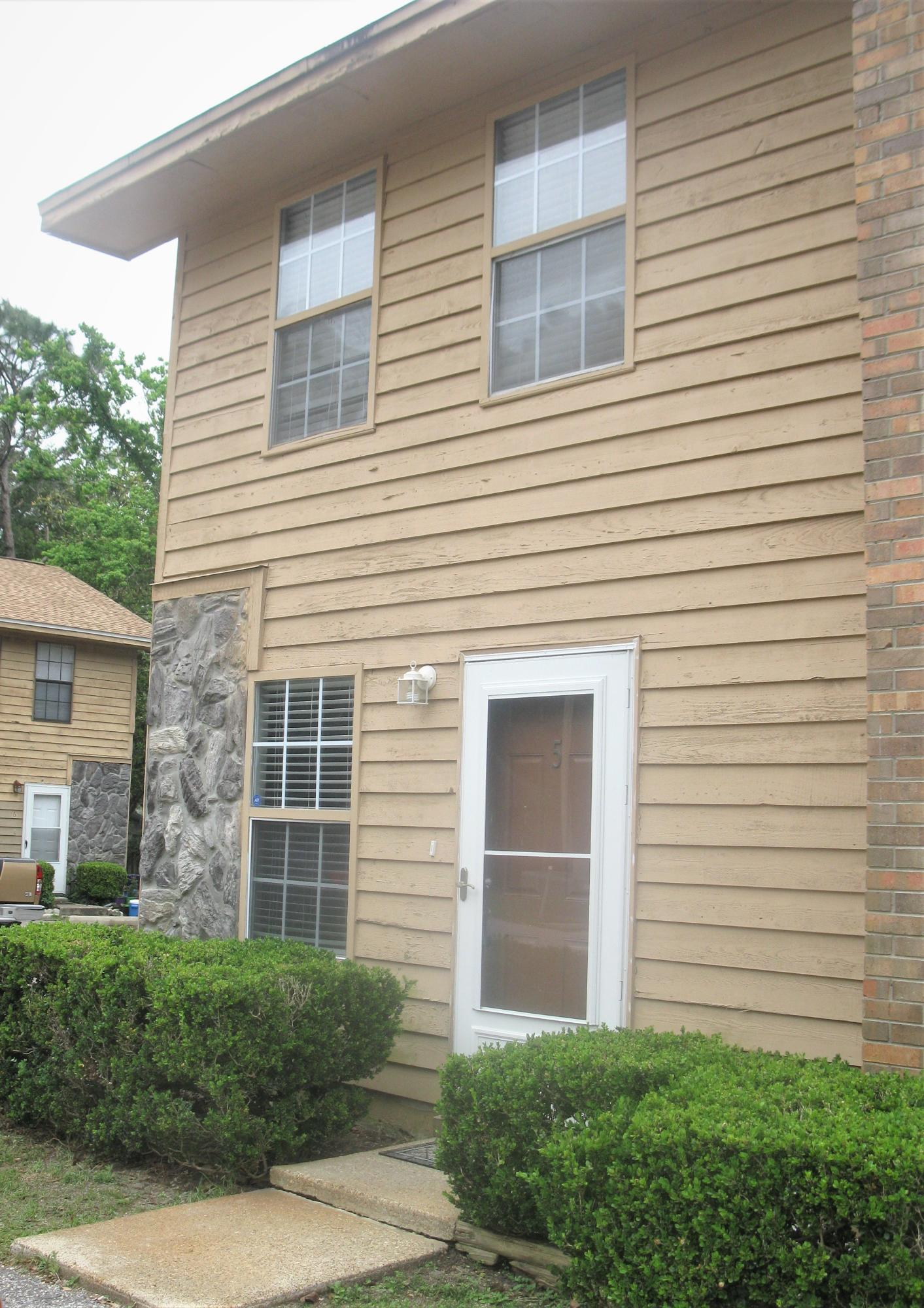 Photo of home for sale at 611 Center, Fort Walton Beach FL