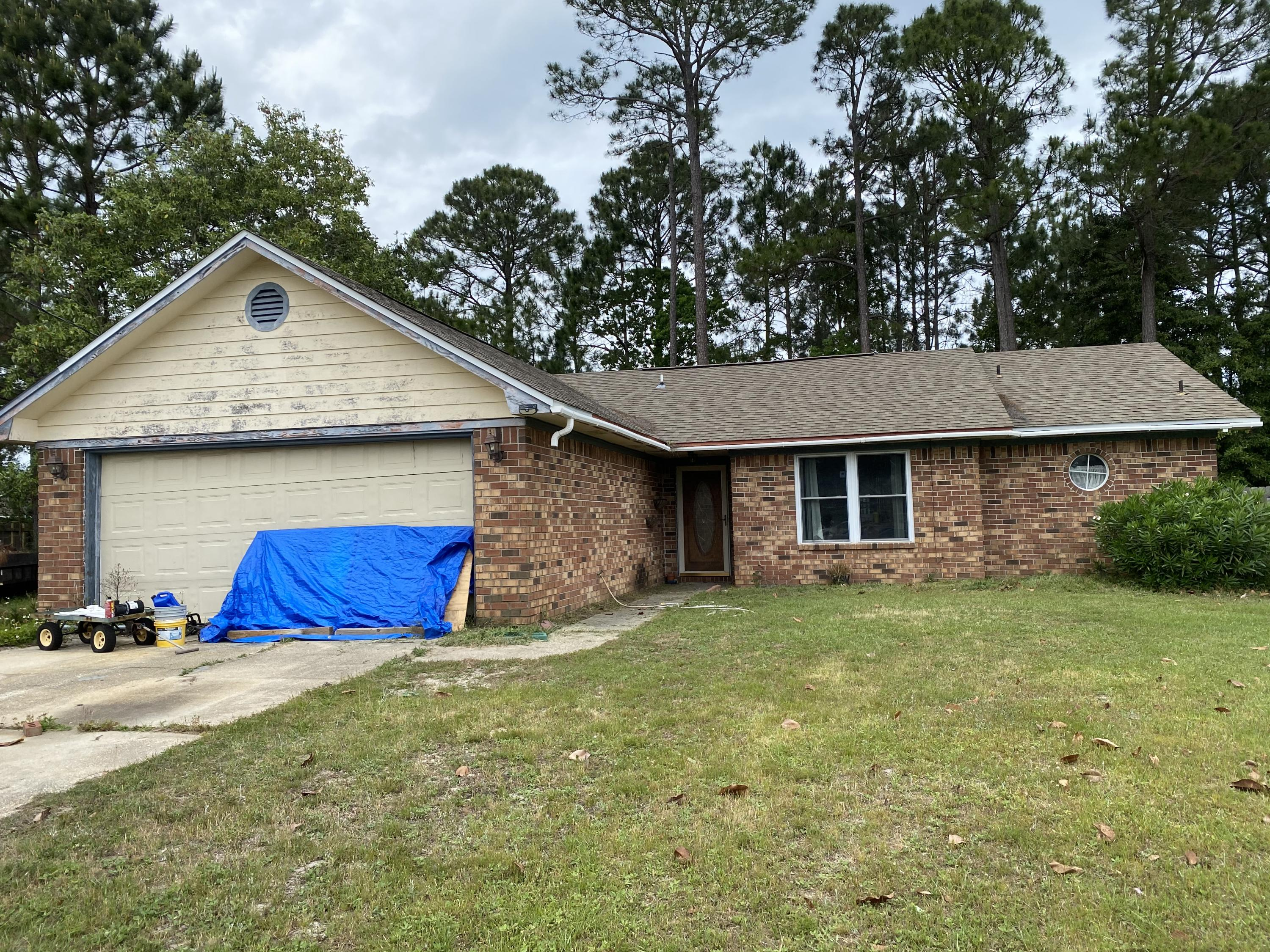 Photo of home for sale at 8808 Cagle, Navarre FL
