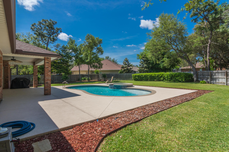 Photo of home for sale at 6032 Sterling River, Niceville FL