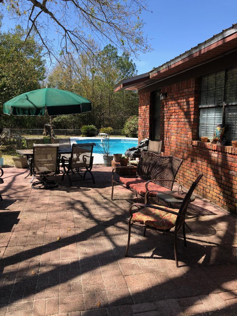 Photo of home for sale at 109 Cuchens, Defuniak Springs FL