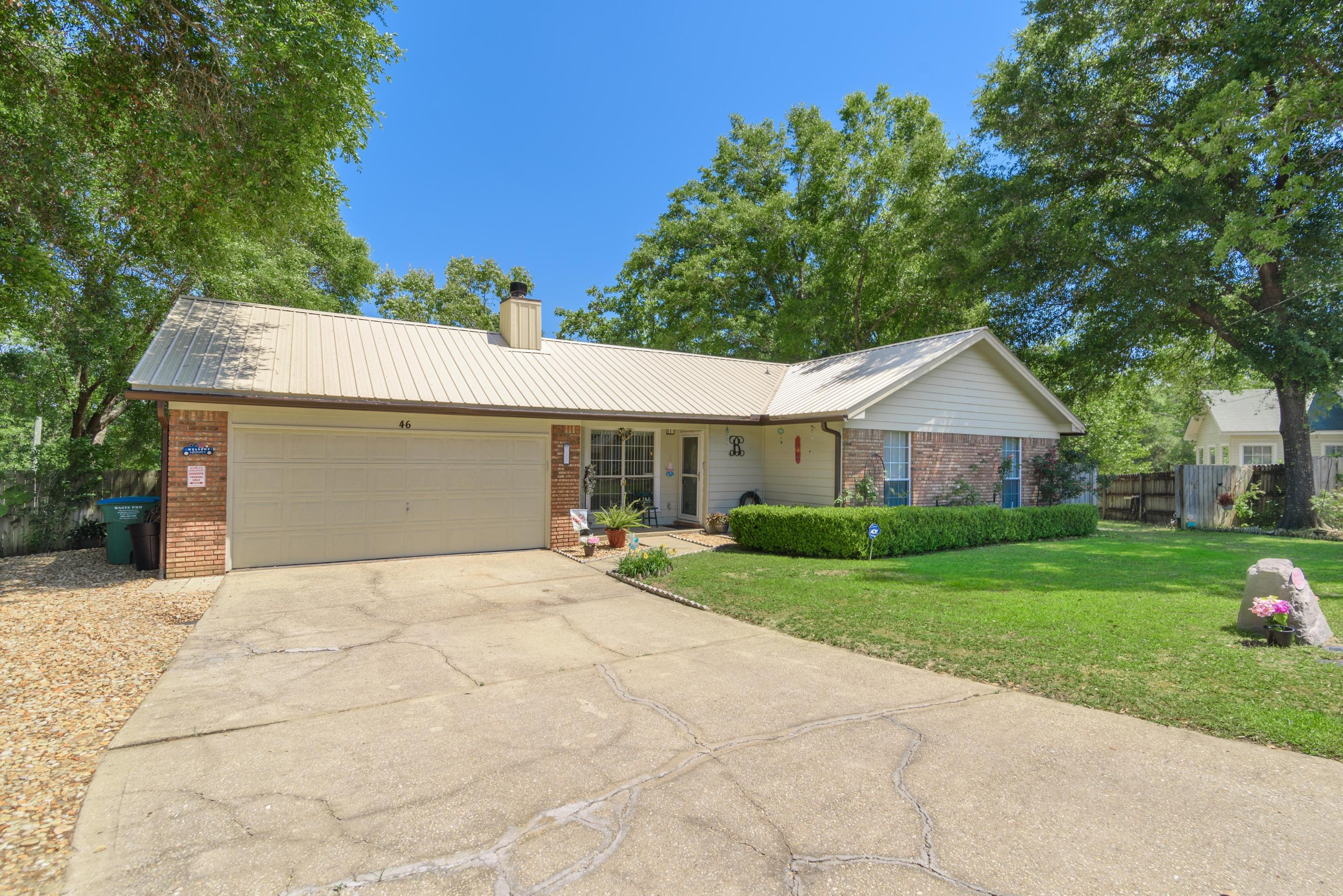 Photo of home for sale at 46 Abbey, Crestview FL