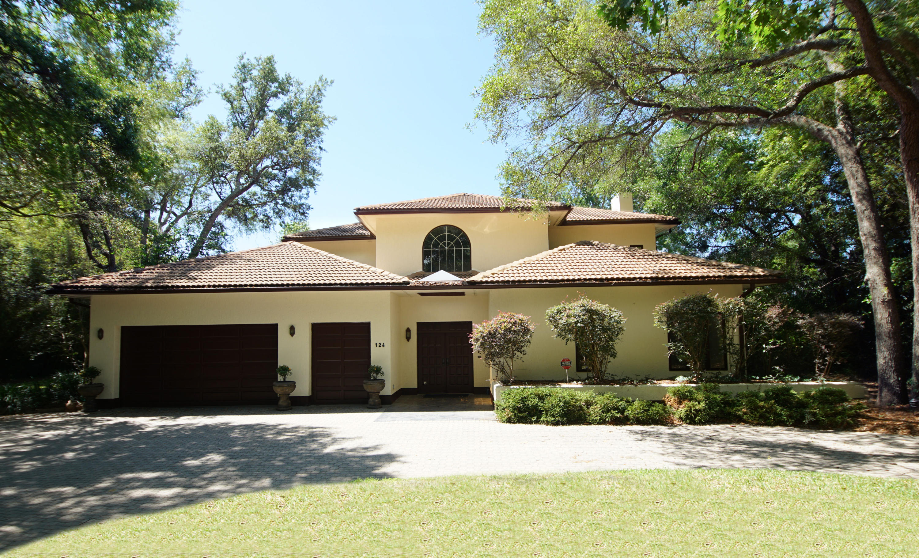 124  Canterbury Circle, Niceville, Florida