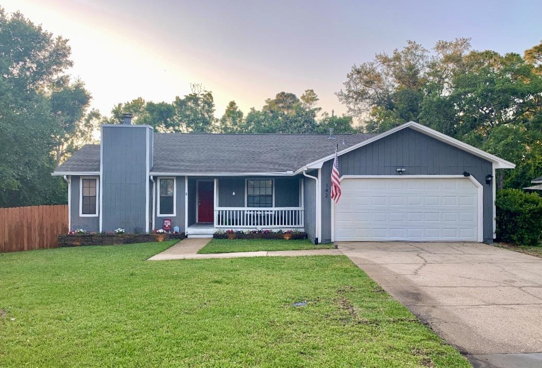 Photo of home for sale at 142 Meadow Woods, Niceville FL