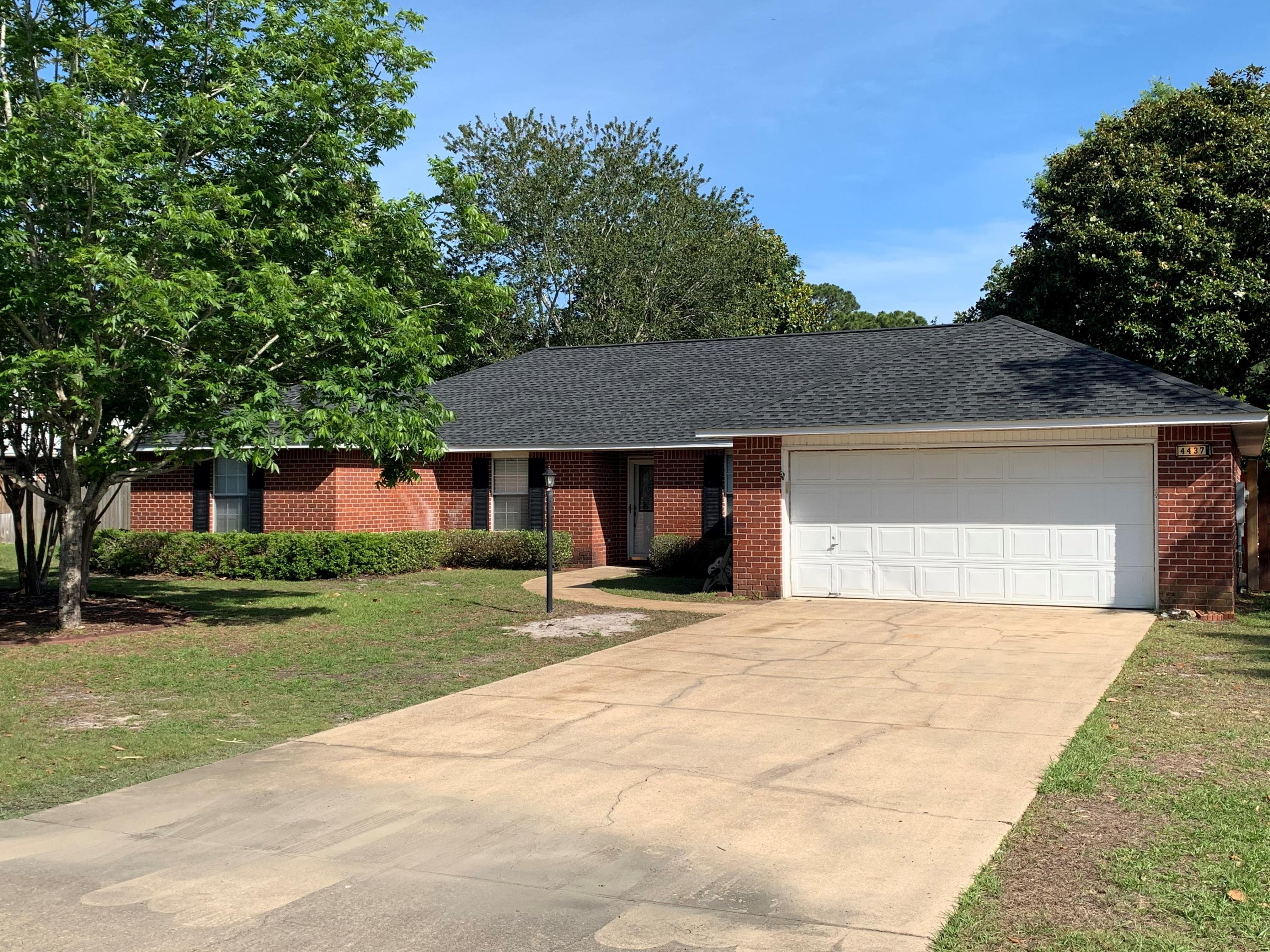 Photo of home for sale at 4437 Southminster, Niceville FL