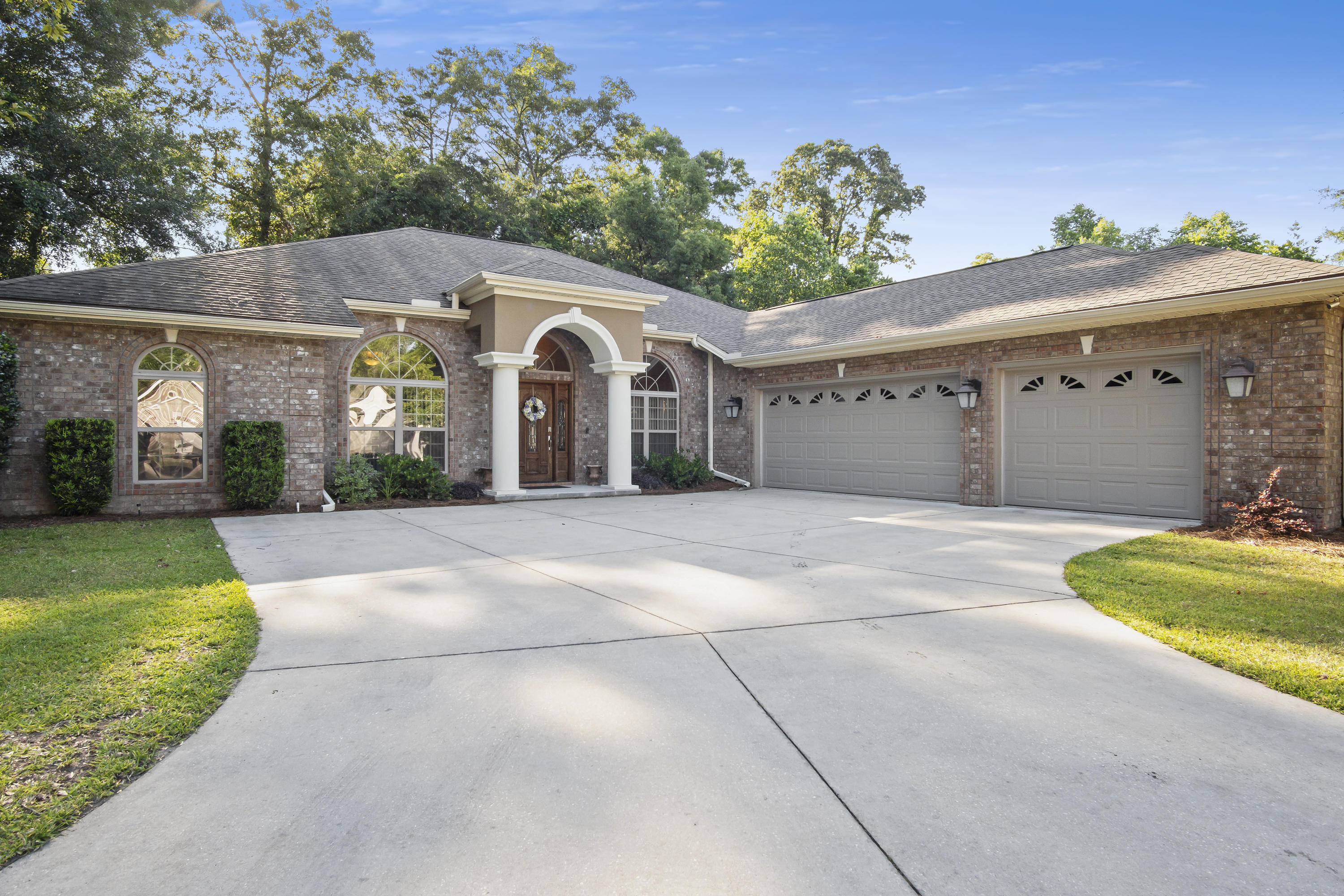 Photo of home for sale at 4808 Grove, Crestview FL