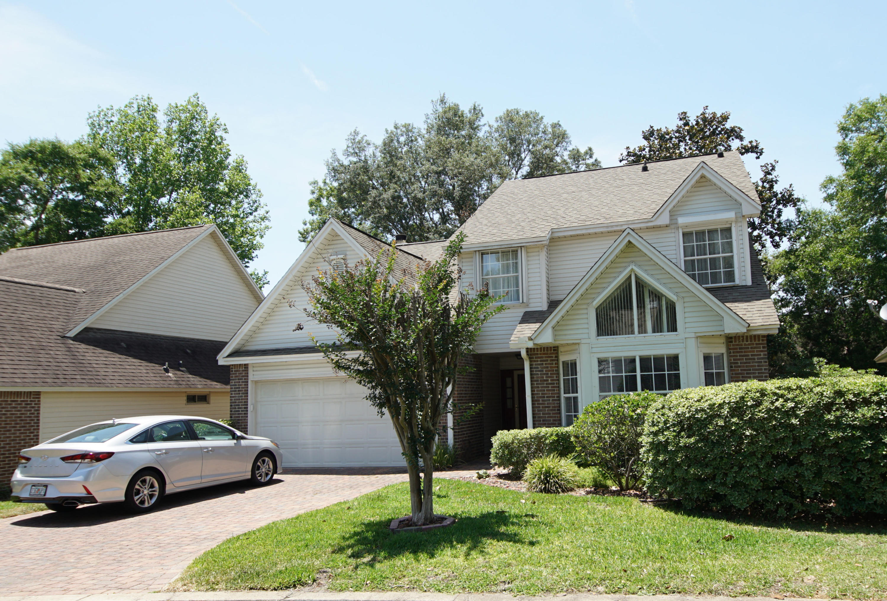 Photo of home for sale at 817 Fairway Lakes, Niceville FL