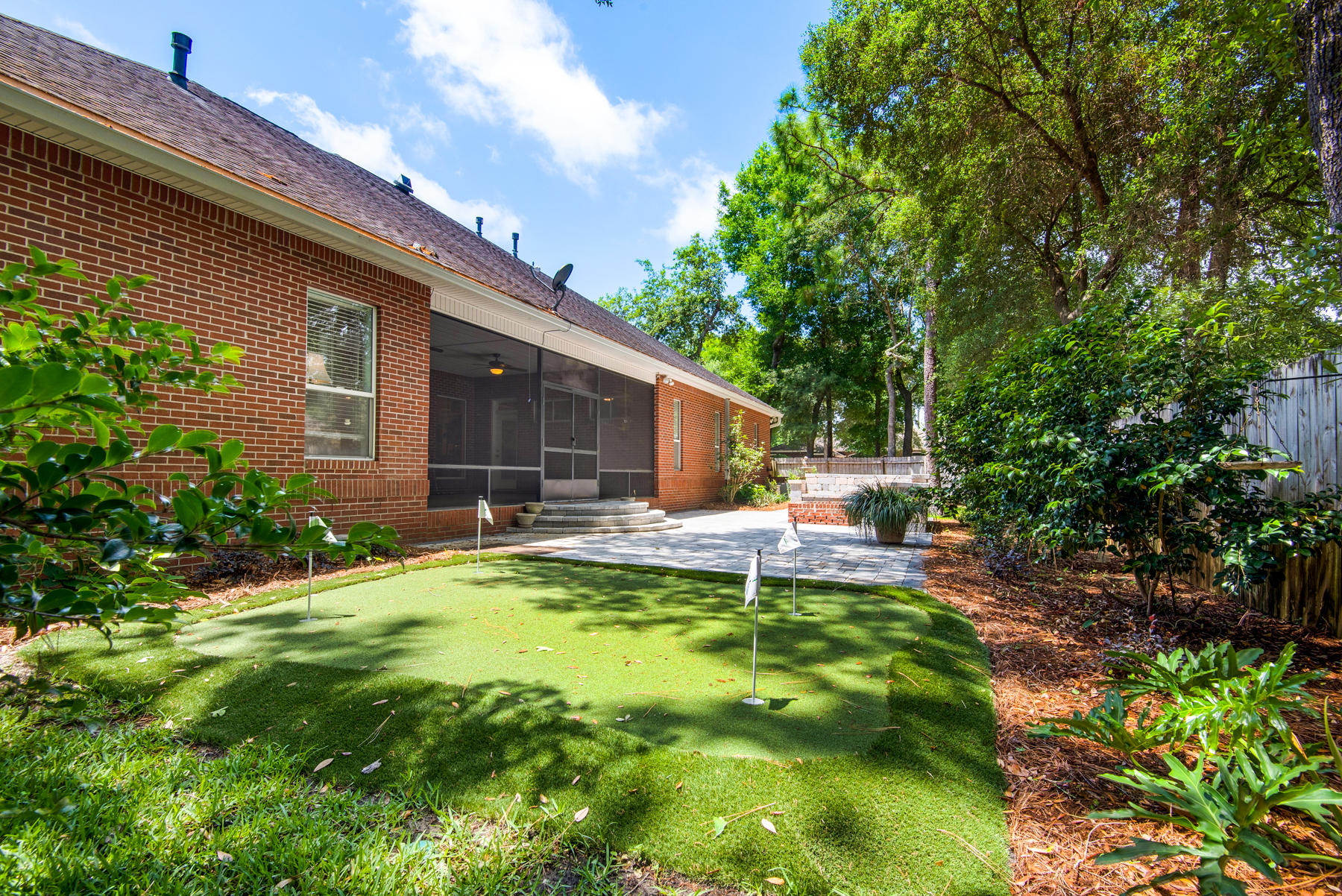 Photo of home for sale at 270 Sweetwater Run, Niceville FL