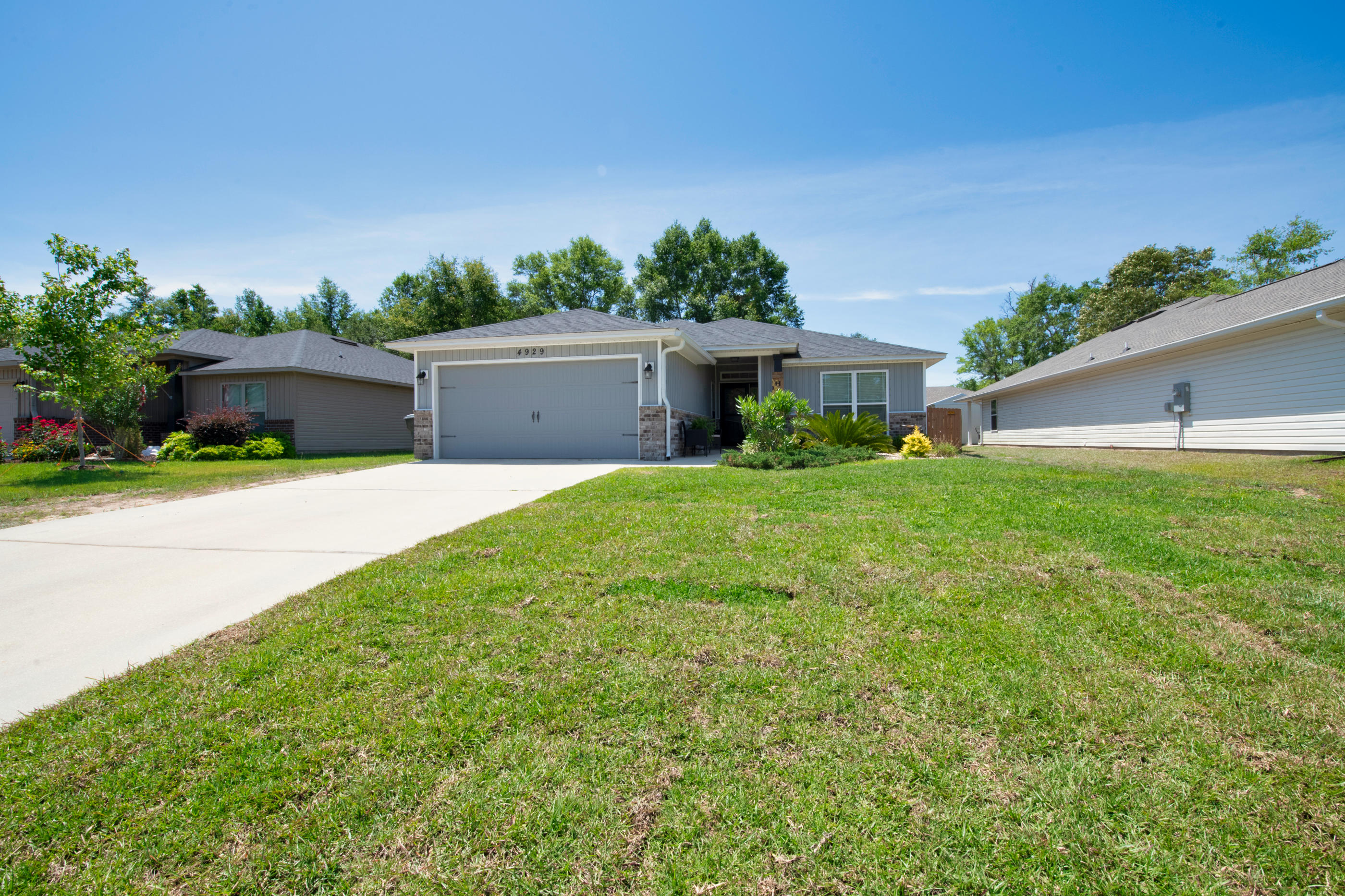 Photo of home for sale at 4929 Wabash Pine, Milton FL