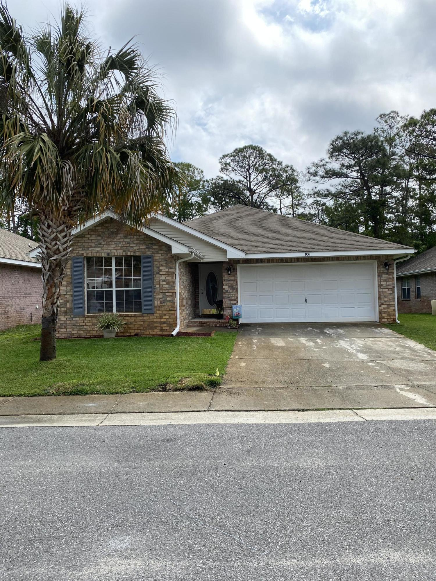 Photo of home for sale at 931 Lajolla, Mary Esther FL