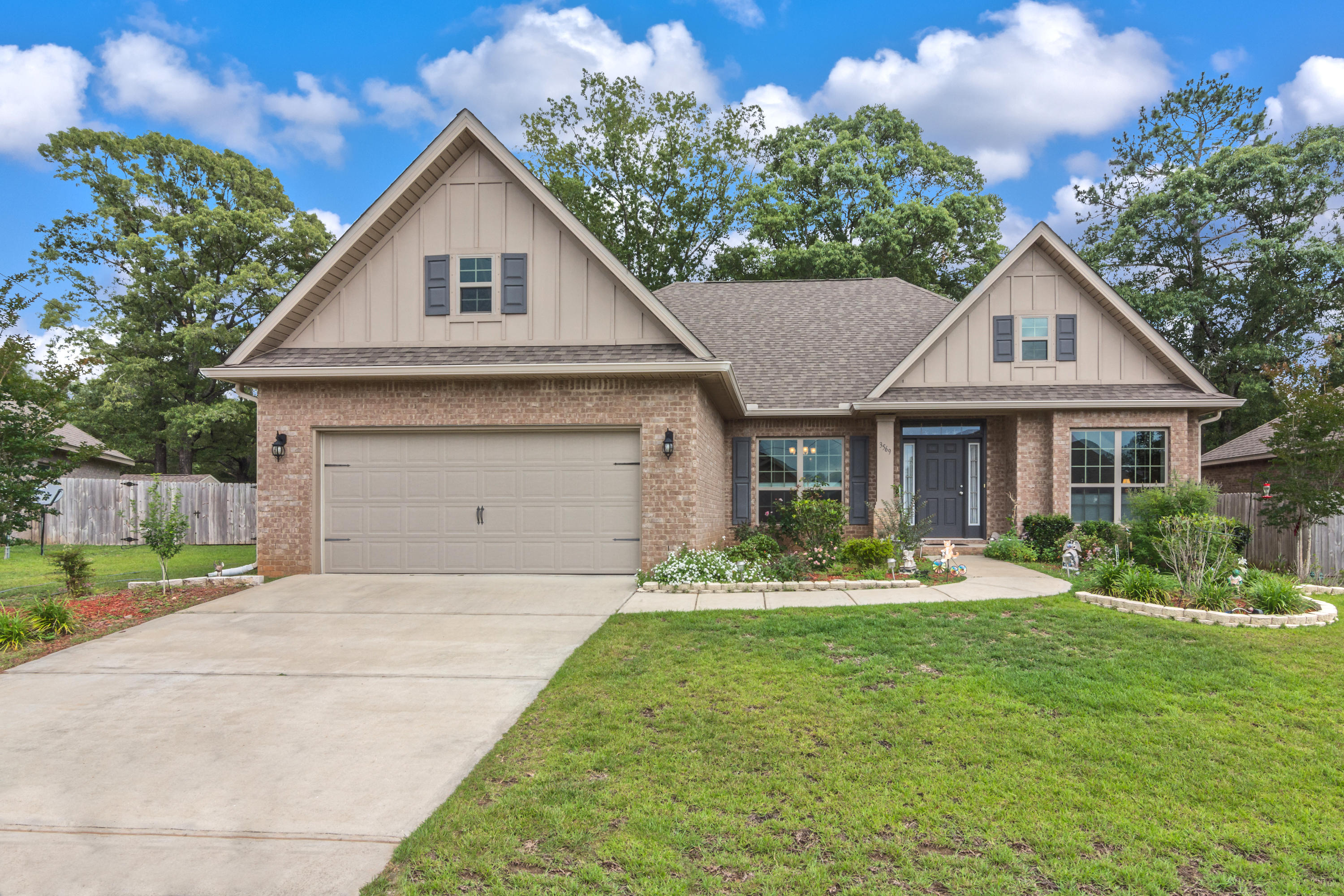 Photo of home for sale at 3569 Autumn Woods, Crestview FL
