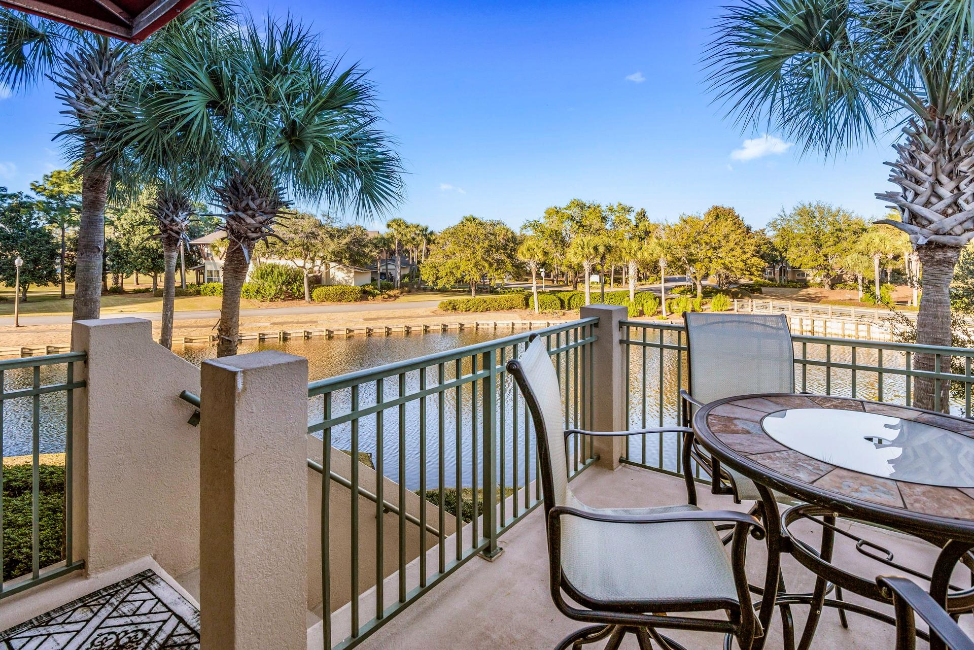 Photo of home for sale at 8502 Turnberry, Miramar Beach FL